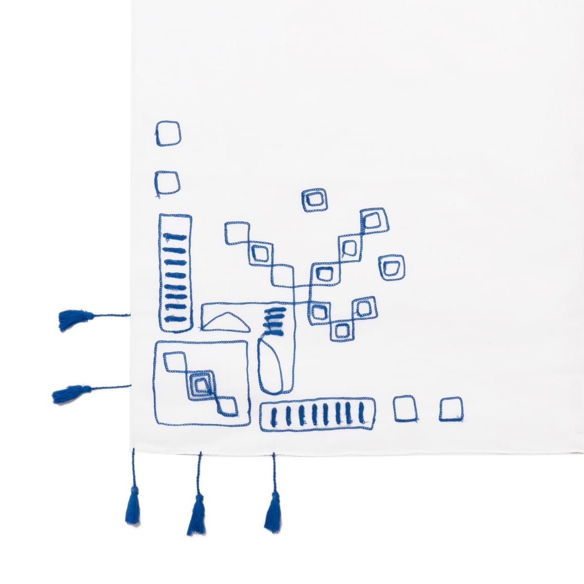 Платок с вышивкойПлаток с вышивкой, Atelier R.Вышитый графический рисунок в этническом стиле, кисточки контрастного цвета : платок великолепно сочетается с джинсами ! Состав и описаниеМатериал :  100% хлопок    Марка : Atelier RРазмеры : 104 x 104 см    УходСледуйте рекомендациям по уходу, указанным на этикетке изделия<br><br>Цвет: синий/ белый