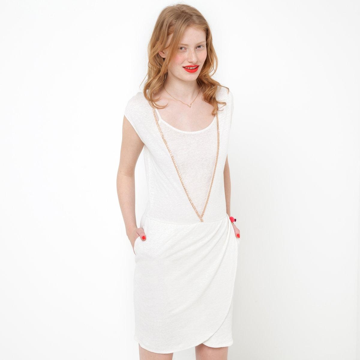 Платье с драпировкой, 100% льнаПлатье с драпировкой, 100% льна. На подкладке. V-образный вырез украшен металлическими бусинами. Без рукавов. Сборки на талии. Подкладка из 100% льна. Длина ок.90 см.<br><br>Цвет: слоновая кость