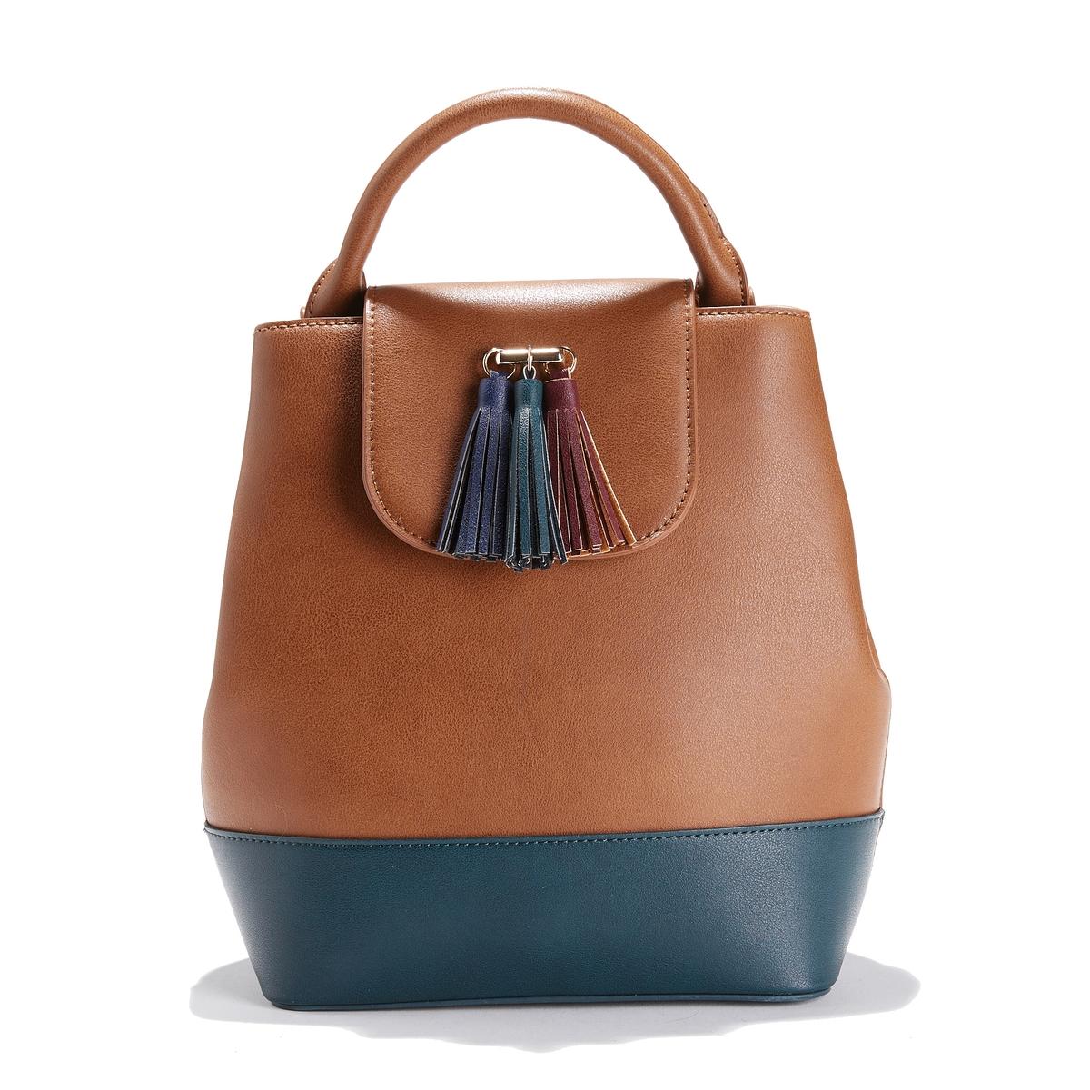 Сумка двухцветнаяОписание:Сумка в форме рюкзака идеальна для тех, кто хочет освободить руки . Стильная двухцветная сумка .  Состав и описание : •  Внешний материал : 100% полиуретан •  Подкладка : 100% полиэстер •  Размер  : Ш22 х В26 х Г10см  •  Застежка : кнопка на магните •  Внешние карманы : нет •  Внутренние карманы : 1 карман на молнии и 1 карман для мобильного телефона •  Регулируемые лямки<br><br>Цвет: сине-зеленый<br>Размер: единый размер
