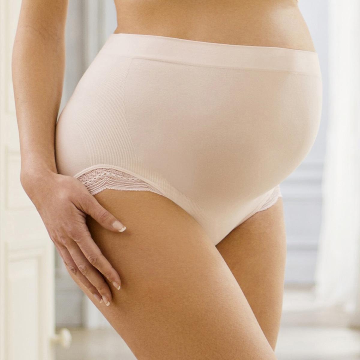Трусы для беременных SerenityТрусы для беременных Serenity от Cache Coeur. Бесшовные трусы скрывают живот и создают иллюзию второй кожи. Кружевные снизу. Укрепление под животом и сзади обеспечивает идеальную поддержку. Ластовица на подкладке. Состав и описаниеМарка: CACHE COEURМодель: SerenityМатериалы: 84% вискозы, 14% полиамида, 2% эластанаУходСтирка при 30°C на деликатном режиме с вещами схожих цветов.<br><br>Цвет: лепесток,черный<br>Размер: XL.L.S