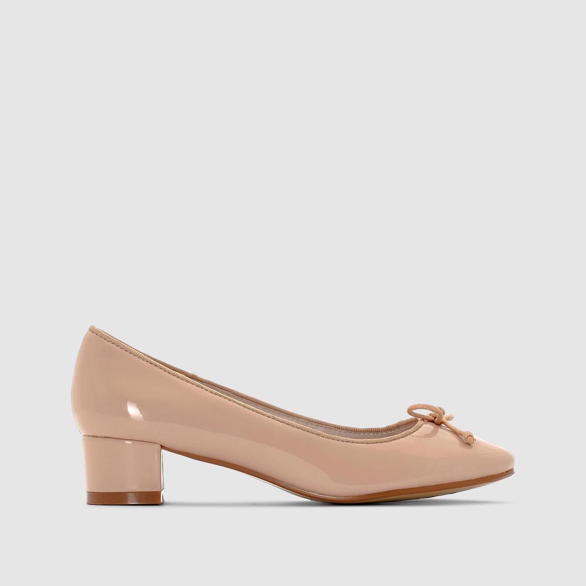 БалеткиБалетки - R EssentielsВерх : синтетика Подкладка : кожа.Стелька : кожа.Подошва : эластомер.Застежка : без застежки. Высота каблука 3,5 смМы советуем выбирать обувь на размер больше, чем ваш обычный размер  .<br><br>Цвет: телесный<br>Размер: 40