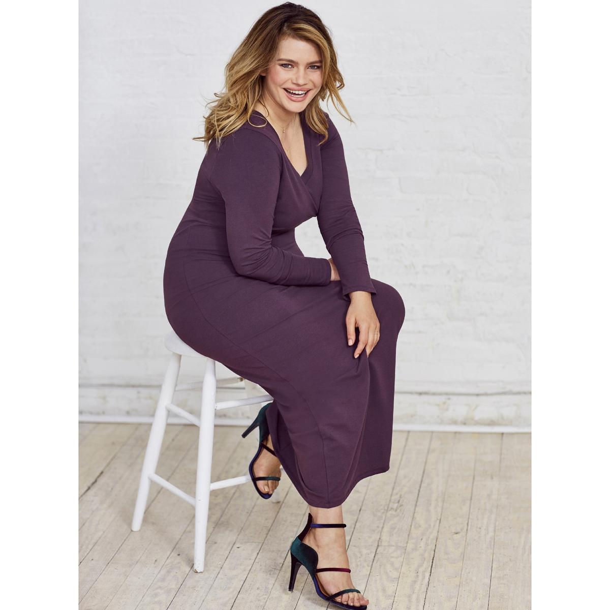 Платье длинное трикотажное с длинными рукавамиОписание:Очень женственное длинное платье из мягкого и струящегося трикотажа.Это длинное платье можно носить по любому случаю. Очаровательный V-образный вырез спереди и сзади.Детали  •  Форма : Облегающий покрой •  Длина ниже колен •  Длинные рукава    •   V-образный вырезСостав и уход •  48% хлопка, 4% эластана, 48% модала •  Температура стирки 30° на деликатном режиме  •  Не использовать сухую чистку / не отбеливать •  Не использовать барабанную сушку  •  Низкая температура глажки Товар из коллекции больших размеров •  Длина : 148,8 см<br><br>Цвет: сливовый,темно-синий,черный<br>Размер: 46 (FR) - 52 (RUS).46 (FR) - 52 (RUS).50 (FR) - 56 (RUS).50 (FR) - 56 (RUS).44 (FR) - 50 (RUS).42 (FR) - 48 (RUS).50 (FR) - 56 (RUS)