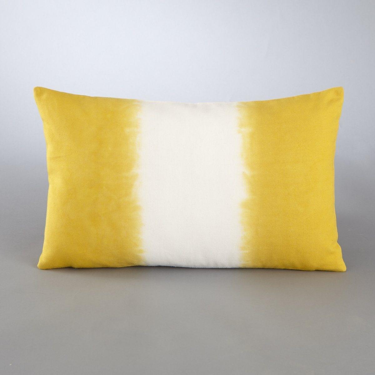 Чехол для подушкиЧехол для подушки Tonin. Оригинальная расцветка tye&amp;dye! Рисунок с обеих сторон. Скрытая застежка на молнию в тон сзади. Стирка при 30°. 100% хлопка. Размер: 50 х 30 см.<br><br>Цвет: желтый горчичный/белый,индиго/белый