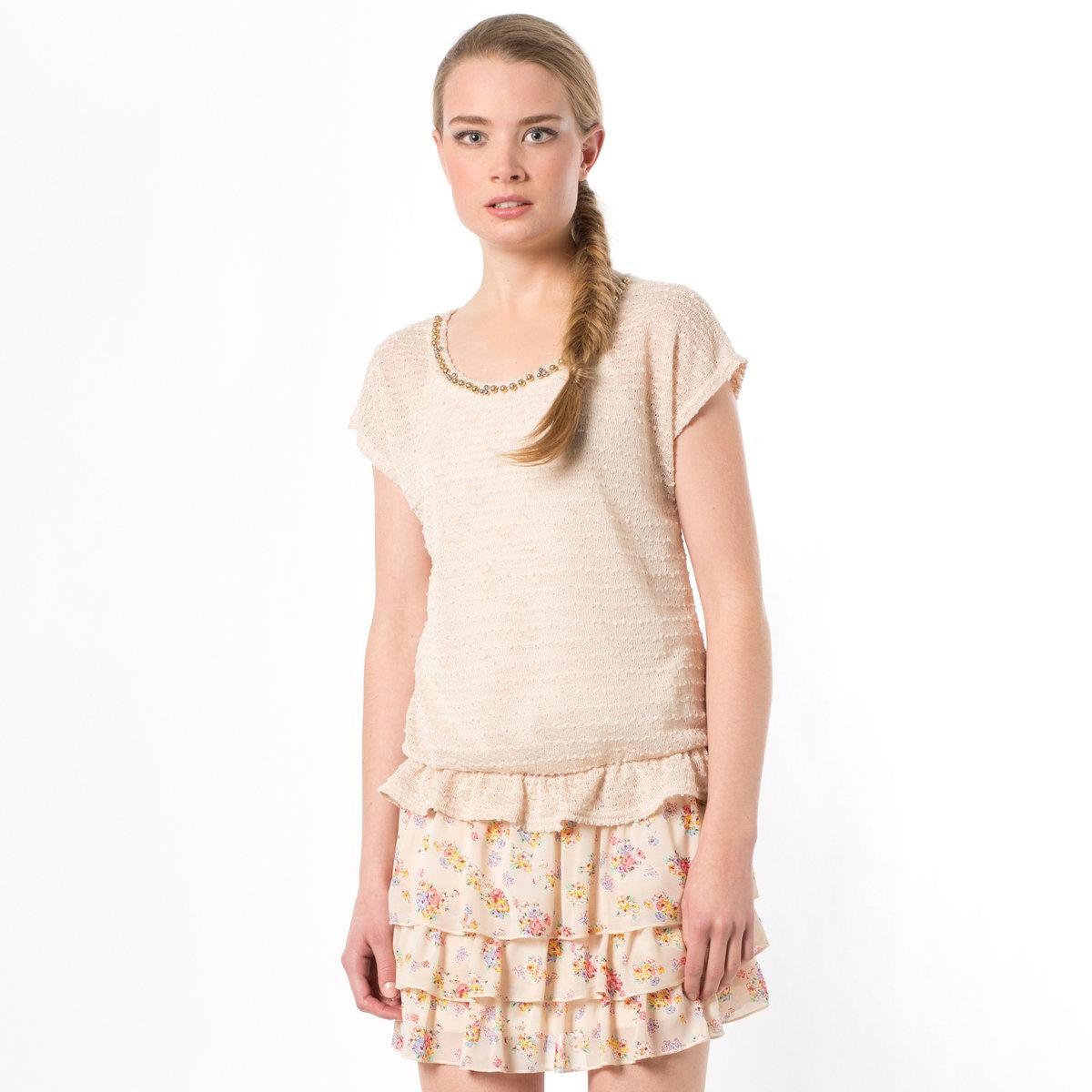Платье и пуловерСнизу: платье. Верх из 65% полиэстера, 35% хлопка, тонкие бретели. Низ из 3 воланов из вуали с цветочным рисунком, 100% полиэстера. Сверху: пуловер. Короткие рукава, закругленный вырез, широкий покрой. Трикотаж, 83% вискозы, 17% полиэстера.<br><br>Цвет: экрю<br>Размер: единый размер