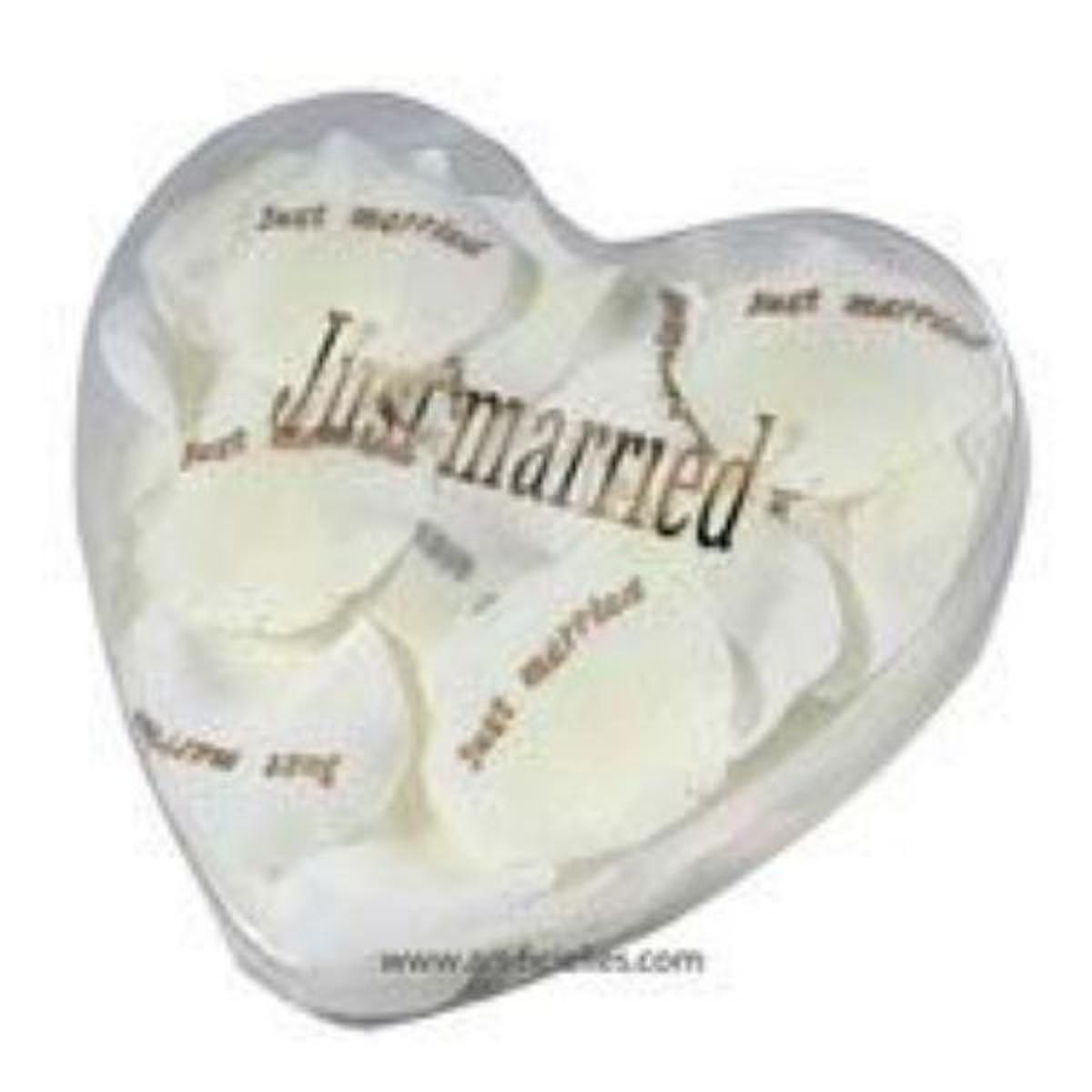 Petales de rose X60 Blanc neige artificiels JUST MARRIED en boite coeur