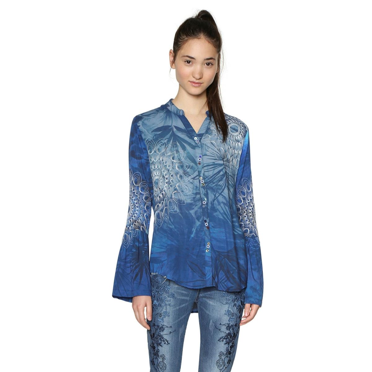 Рубашка приталенная с воротником-полоОписаниеДетали •  Длинные рукава •  Приталенный покрой •  Рубашечный воротник поло •  Графичный принт.Состав и уход •   100% вискоза •  Следуйте советам по уходу, указанным на этикетке<br><br>Цвет: рисунок темно-синий<br>Размер: M