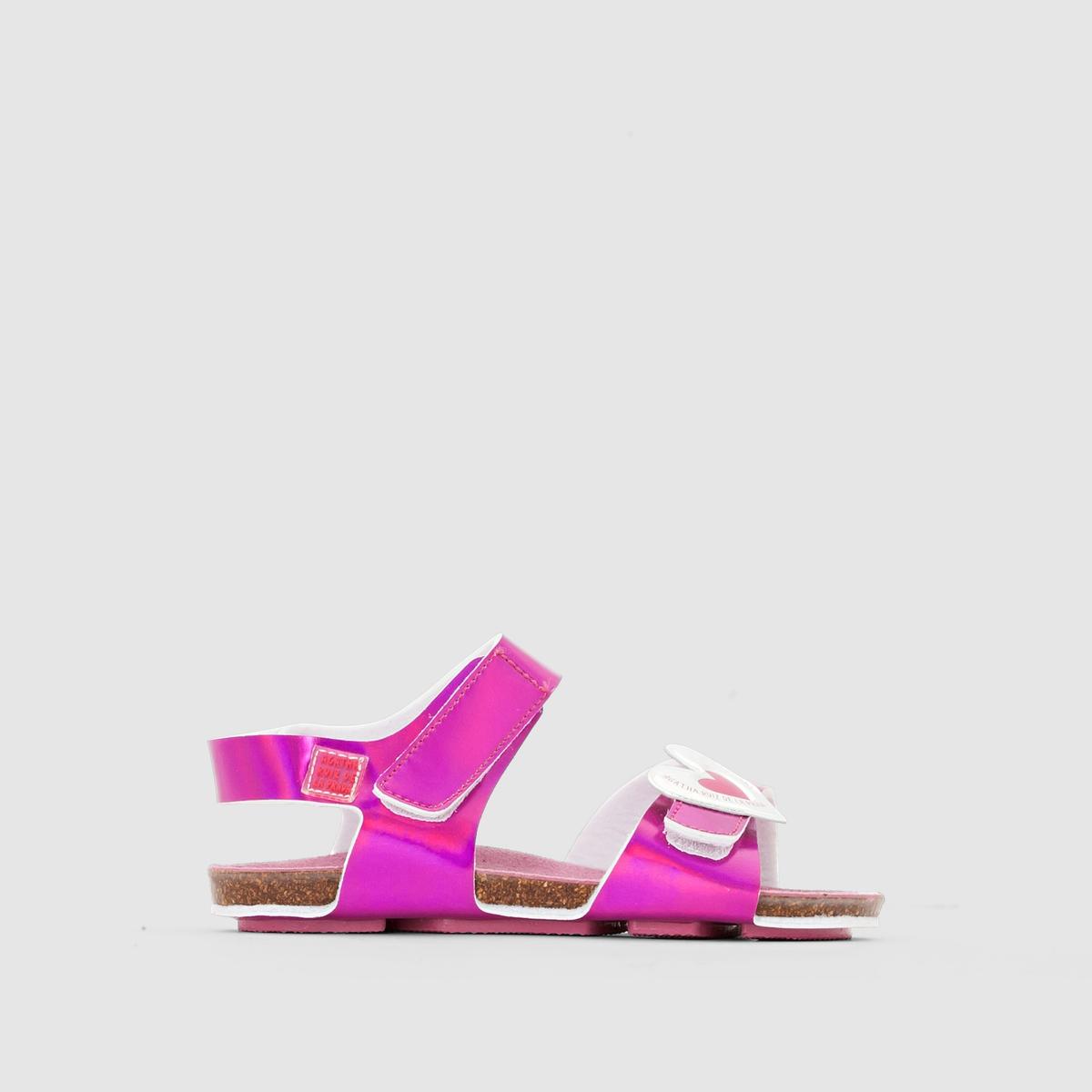 Сандалии открытые AGATHA RUIZ DE LA PRADA BIO CORAZONОткрытые сандалии с  радужнымиремешками и сердечком  BIO CORAZON от  AGATHA RUIZ DE LA PRADA.Верх : синтетика.Подкладка : синтетика.Стелька : кожа.Подошва : каучук.Застежка : планки-велкро.Очаровательные сандалии, которые легко надевать и снимать благодаря  планкам-велкро и  которые подойдут к любому наряду юной модницы: не оставят  и вас равнодушным!<br><br>Цвет: розовый металлик<br>Размер: 22.23.26