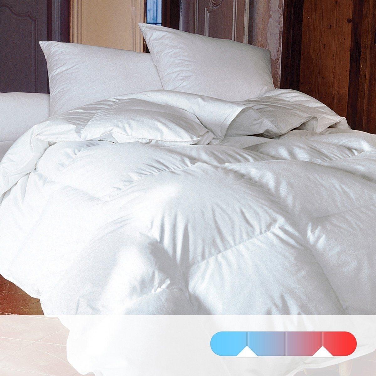 Одеяло двойное натуральное для комфортного сна. 50% пуха, 50% перьев.Одеяло на все времена года: 1 летнее одеяло 130 г/м2 + 1 демисезонное одеяло 200 г/м2 соединяются завязками, образуя теплое зимнее одеяло. Верх: Превосходная тонкая и лёгкая перкаль из 100% хлопка.Наполнитель: 100% натуральный, настоящий пух молодой утки. 50% пуха, 50% перьев.Прострочка: квадратами. Отделка кантом, двойной усиленный стежок.Стирка при 40°.Доставка в чемоданчике для хранения..<br><br>Цвет: белый