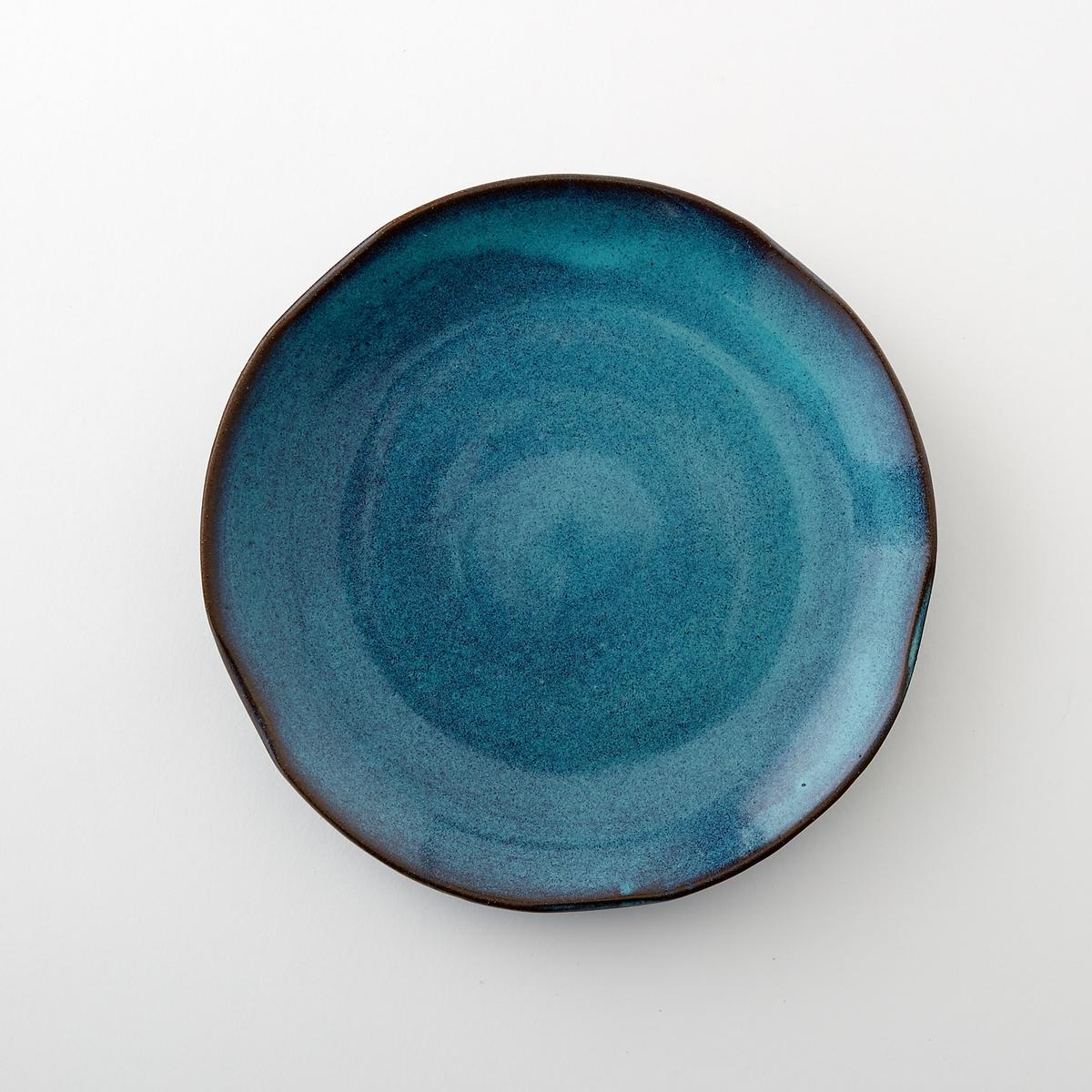 Тарелка десертная из керамики, диаметр 22 см, Aqua от SeraxДесертная тарелка Aqua от Serax. Новый керамический сервиз Aqua ручной работы преобразит Ваш праздничный стол. Тарелки синеватых тонов придают ощущение прохлады в летние месяцы.Характеристики : - Из керамики, покрытой глазурью. - Можно использовать в посудомоечных машинах и микроволновых печах- Вся коллекция Aqua на сайте ampm.ruРазмеры  : - диаметр 22 x высота 3 см.<br><br>Цвет: зеленый<br>Размер: единый размер