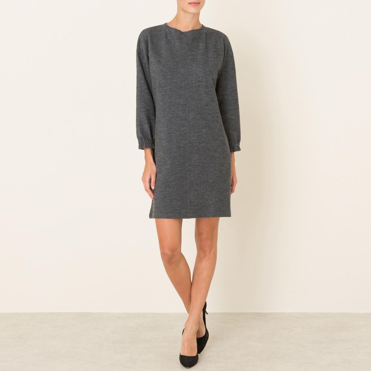 Платье из фланелиПрямое платье POMANDERE - форма футляр, из фланели. Закругленный вырез. Слегка приспущенные плечи. Рукава ? с эластичными манжетами. Вертикальный декоративный разрез спереди.Состав и описание Материал : 85% шерсти, 15% полиамидаМарка : POMANDERE<br><br>Цвет: серый<br>Размер: 42 (FR) - 48 (RUS).40 (FR) - 46 (RUS)
