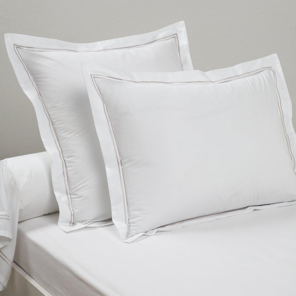 Наволочка на подушку-валик из хлопковой перкали, PalacePalace :Постельное белье, сочетающее простоту и шик двойного контрастного канта светло-серого цвета на однотонном белом или сером фоне  . Характеристики наволочек на подушку-валик Palace : - Перкаль, 100% хлопка - настоящий люкс для вашей спальни. Роскошная ткань с очень плотным переплетением нитей (80 нитей/см?), сотканная из длинных хлопковых волокон   . Чем плотнее переплетение нитей/см?, тем выше качество материала.На подушку-валик: двойной кант по краям  .- Машинная стирка при 60°, легко гладить..Знак Oeko-Tex® гарантирует отсутствие вредных для здоровья человека веществ в протестированных и сертифицированных изделиях.Размеры :85 x 185 см : Наволочка на подушку-валик   .Найдите комплект постельного белья по названию Palace<br><br>Цвет: белый,темно-синий/серый