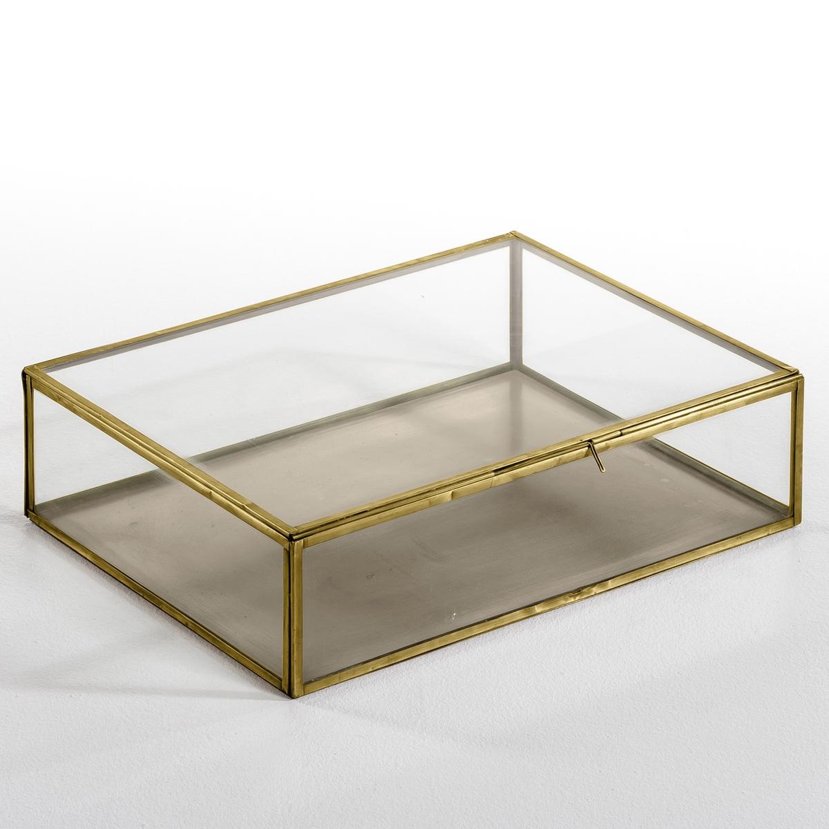 Коробка-витрина для хранения MisiaКоробка-витрина большая, Misia. Этот уникальный предмет декора позволит спрятать и, вместе с тем, выставить на всеобщее обозрение самые важные вещи и украшения. Изготовлена и собрана вручную. Уникальный аксессуар, который сделает декор комнаты неповторимым.Описание:- Выполнена из стекла и металлаРазмеры: - Д. 30 x В. 10,5 x Г. 40 см.    - Размеры внутри: Д. 29 x В. 10 x Г. 39 см.<br><br>Цвет: латунь<br>Размер: единый размер