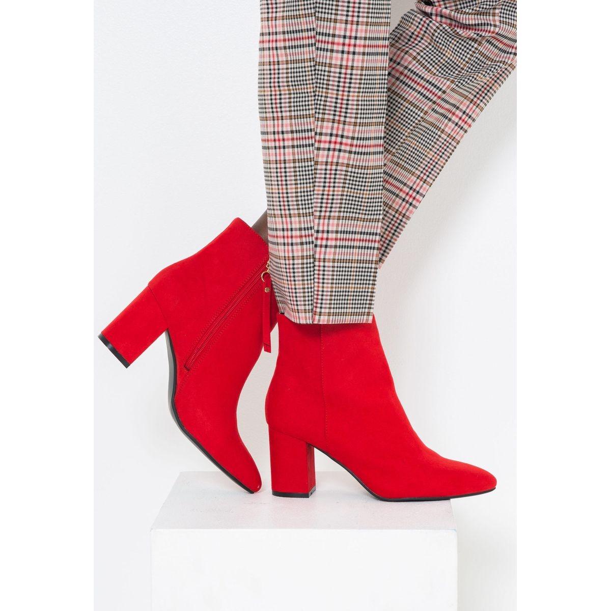 Boots daim rouge à talons