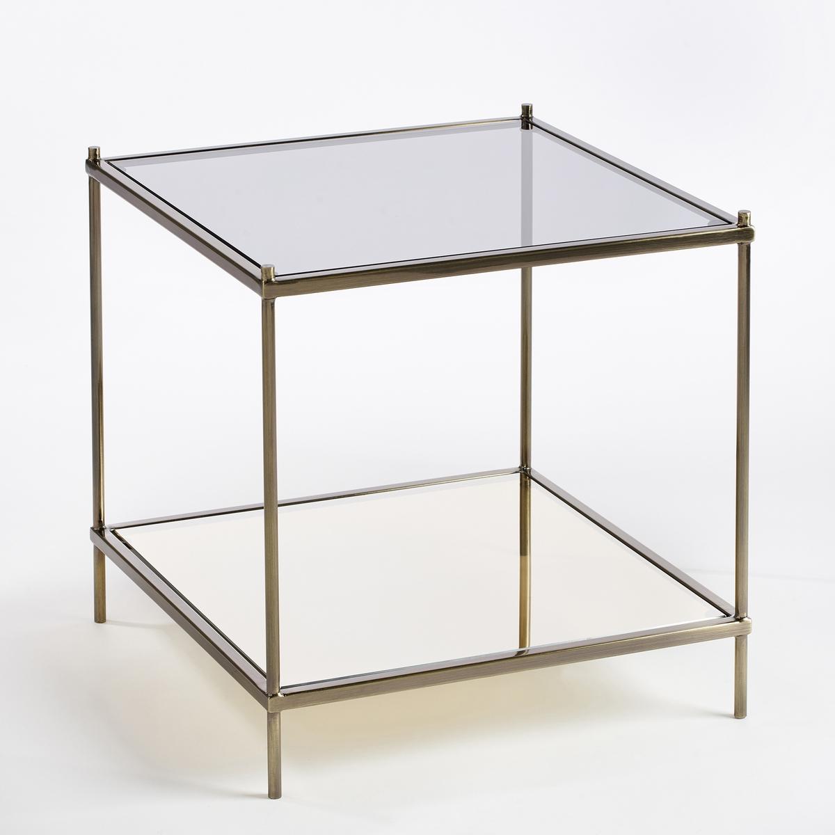 Столик журнальный UlupnaЖурнальный столик Ulupna. Данный столик может использоваться в качестве журнального или прикроватного. Удачное сочетание темного стекла и стекла с зеркальным эффектом добавит элегантности и стиля в ваш интерьер. Вы можете менять столешницы местами: столешница из затемненного стекла сверху и столешница из зеркального стекла снизу или наоборот.Характеристики: : - Металлический каркас с латунным покрытием- Верхняя столешница из затемненного стекла серого цвета, толщина 6 мм- Нижняя столешница из стекла с зеркальным эффектом, толщина 6 мм- Поставляется готовым к сборке, инструкция прилагается.Размеры  : - Д40 x В40 x Г40 см, 6,23 кг<br><br>Цвет: старинная латунь