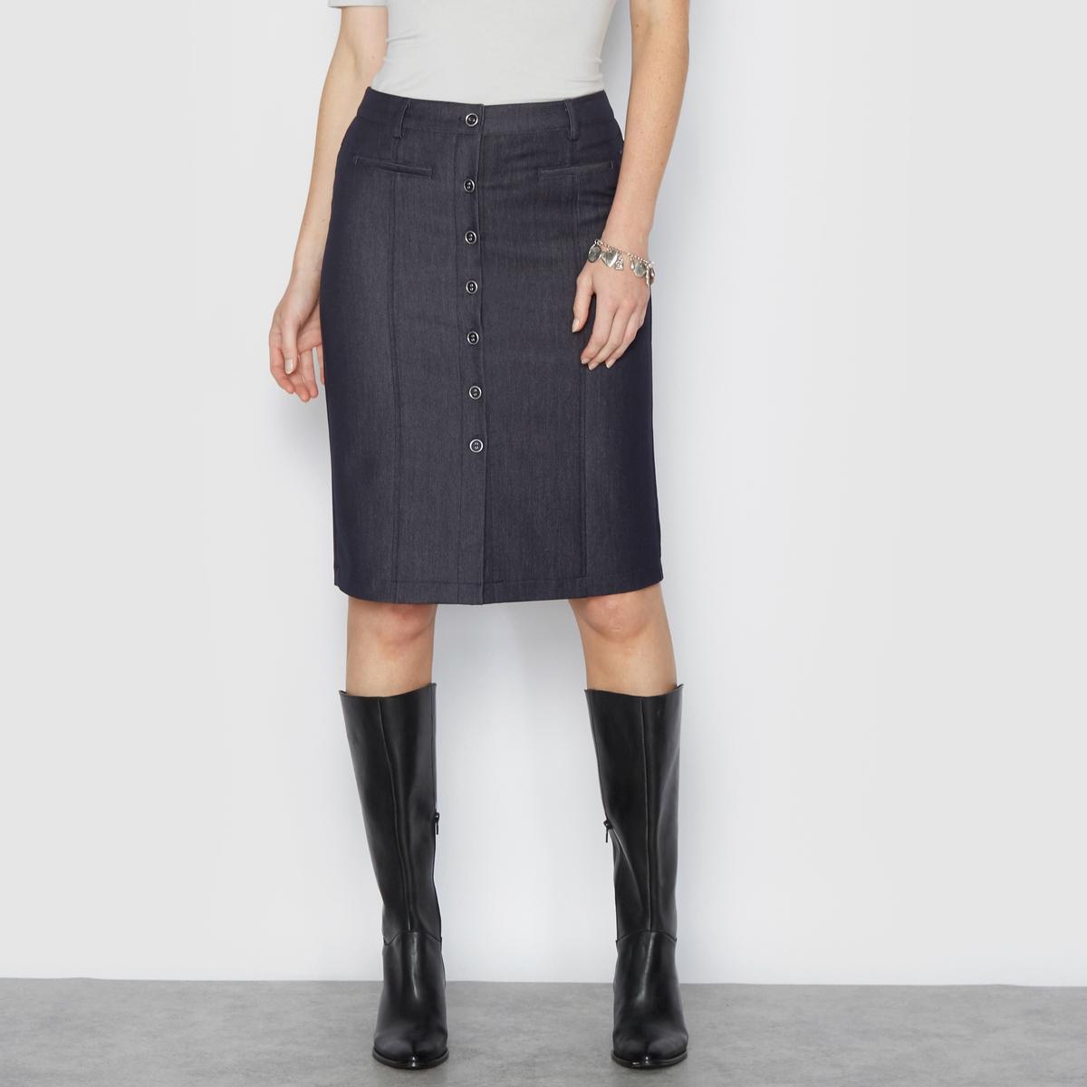 Юбка с джинсовым эффектом из ткани стрейчПрямая, очень изящная юбка с джинсовым эффектом. Планка застёжки на пуговицы спереди. Ложные прорезные карманы спереди и сзади. Складки с видимыми швами спереди . Красивая стрейчевая саржа великолепно сидит и тянется, обеспечивая идеальный комфорт. Саржа с шикарным джинсовым эффектом создает свободный и изысканный образ .     Состав и описание :Материал : Саржа 80% полиэстера, 15% вискозы, 5% эластана . Длина 56 см.Марка : Anne Weyburn.Уход: :Машинная стирка при 30° на умеренном режиме с вещами подобного цвета, с изнанки .Гладить при низкой температуре с изнаночной стороны.<br><br>Цвет: синий<br>Размер: 38 (FR) - 44 (RUS).48 (FR) - 54 (RUS).50 (FR) - 56 (RUS)