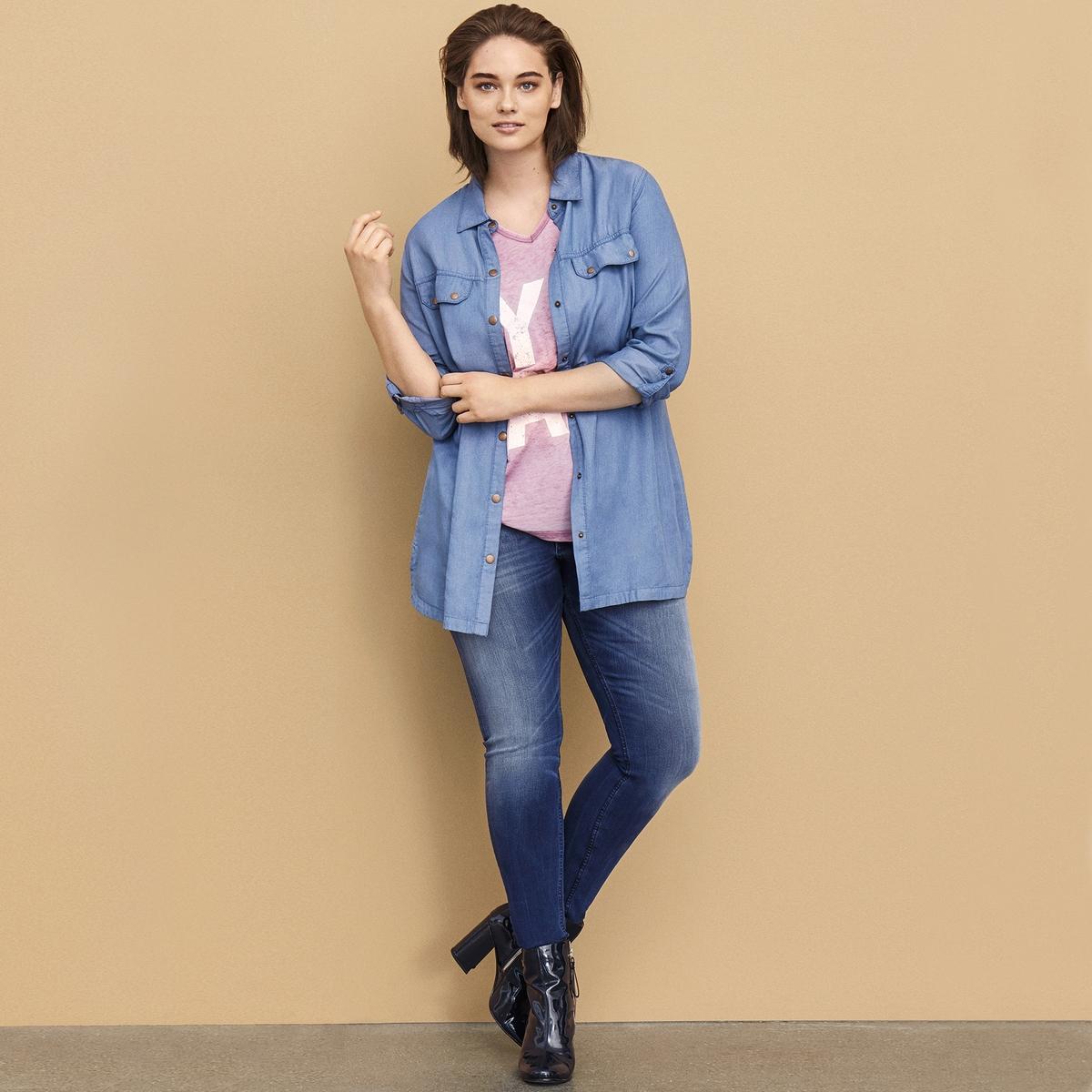 РубашкаРубашка ZIZZI. Красивая длинная рубашка из 100% тенсела, комфортная дышащая ткань. Носить с леггинсами или узкими джинсами для непринужденного внешнего вида.     Нагрудные карманы . Застежка на пуговицы спереди.<br><br>Цвет: голубой<br>Размер: 42/44 (FR) - 48/50 (RUS)