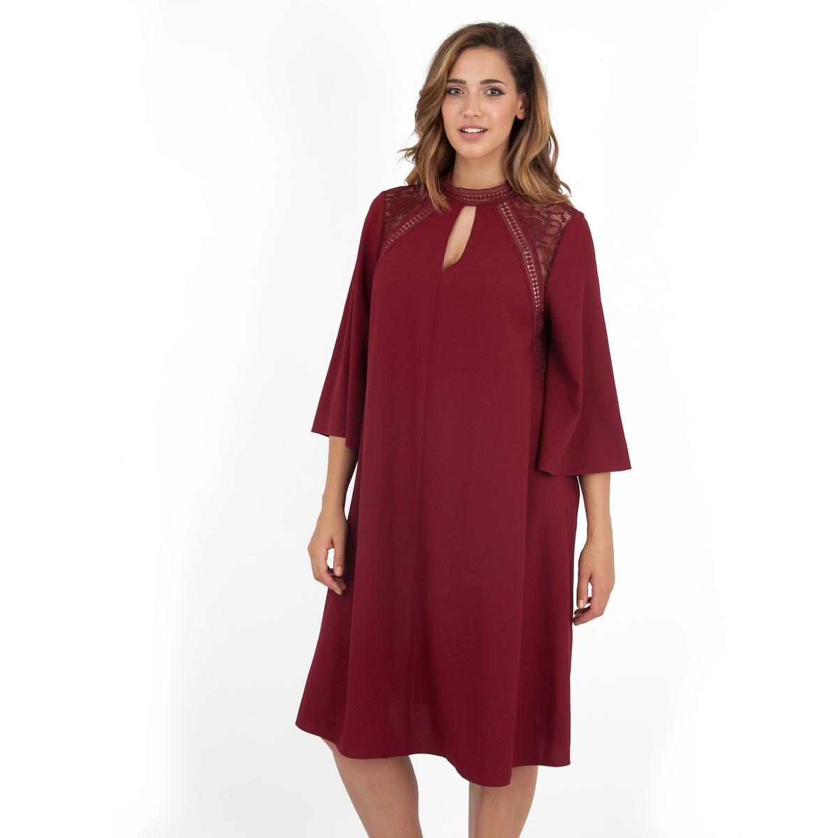 ПлатьеНебольшой разрез с кружевной вставкой сзади.<br><br>Цвет: бордовый<br>Размер: 48 (FR) - 54 (RUS)