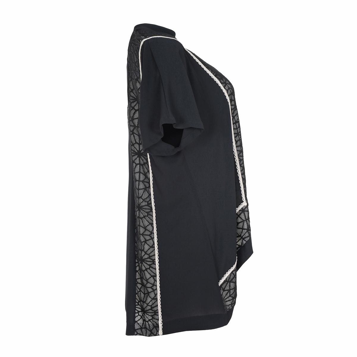 БлузкаБлузка, MAT FASHION. Женственная блузка с кружевом и золотистой отделкой спереди и сзади . Короткие рукава. V-образный вырез. 96% полиэстера, 4% эластана..<br><br>Цвет: черный
