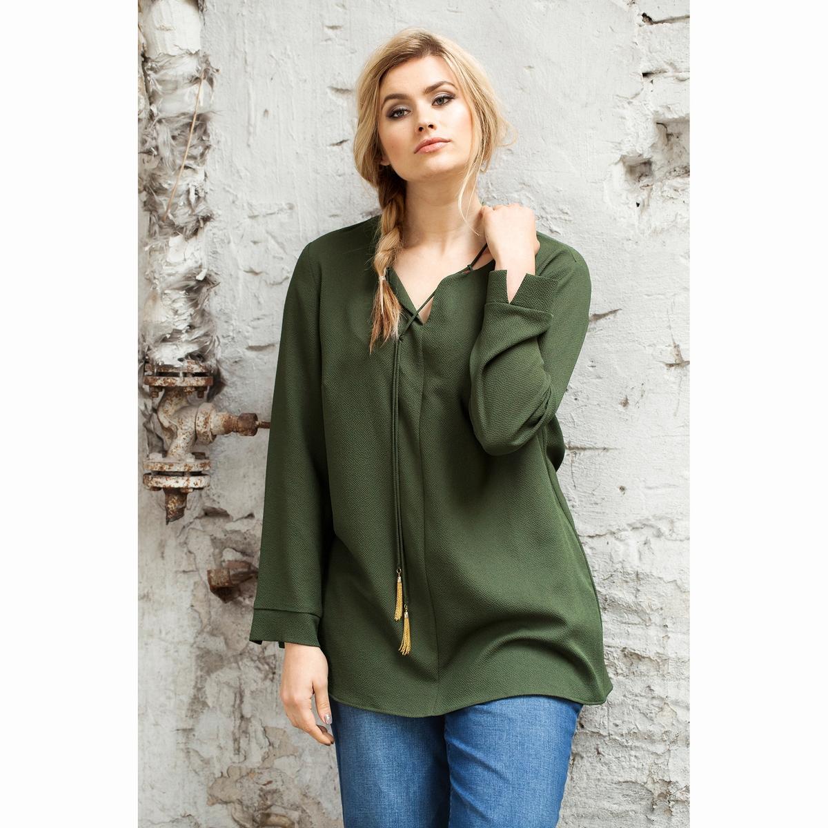 БлузкаБлузка - ULLA POPKEN. 98% полиэстера, 2% эластана. Длинная блузка из ткани с тонкой структурой, V-образный вырез с отложным воротником и шнурком . Длинные рукава с разрезами . Длина зависит от размера: от 76 до 81 см.<br><br>Цвет: хаки<br>Размер: 48/50 (FR) - 54/56 (RUS)