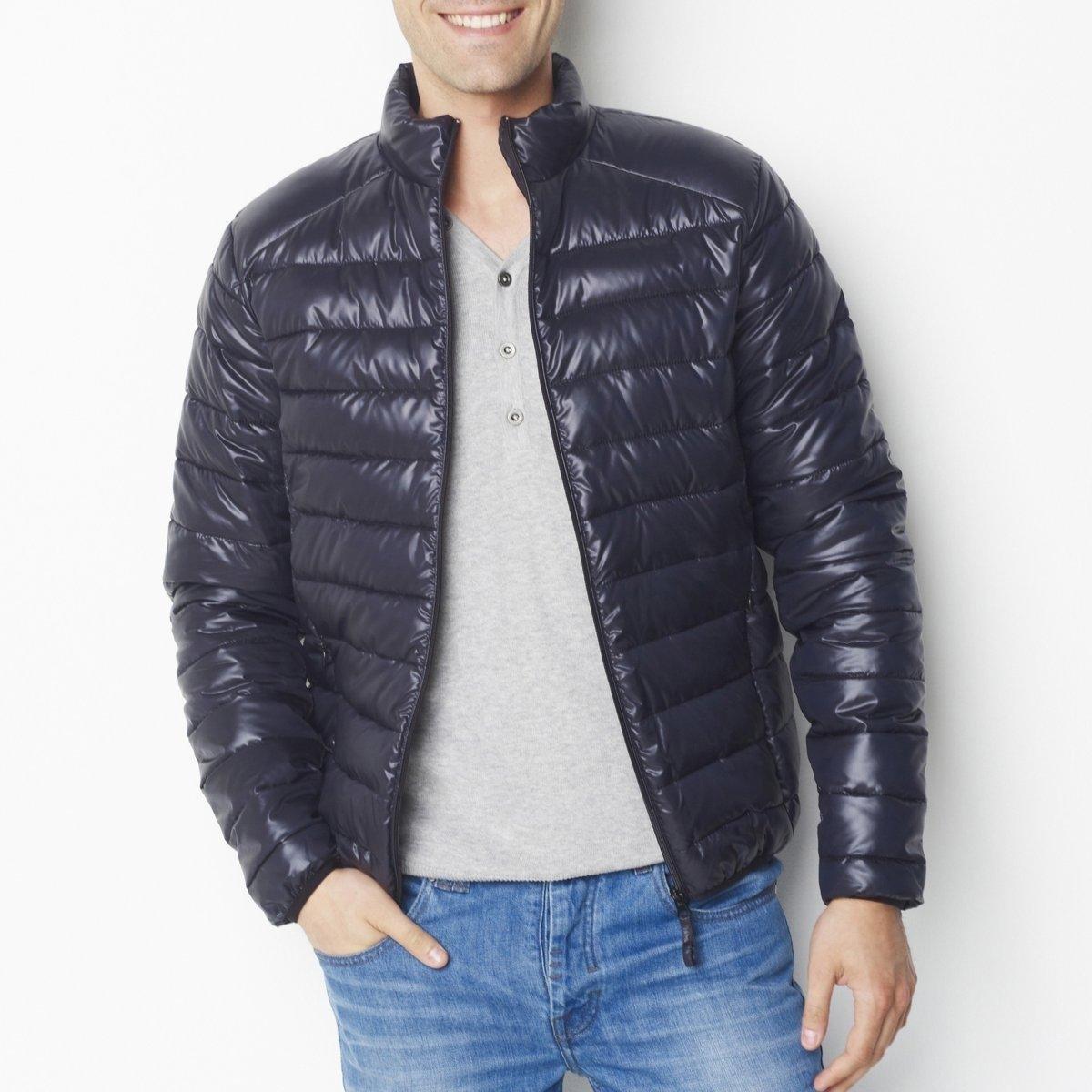 Куртка легкаяЛегкая куртка с водоотталкивающим эффектом, 100% полиэстер. Стеганая ватиновая подкладка. Застежка на молнию. Потайные карманы на молнии. Отделка низа и манжет эластичным кантом. Длина ок.68 см. Уход : Машинная стирка при 30°C исключительно на деликатном режиме<br><br>Цвет: темно-синий,черный<br>Размер: S.M.L.XL.XXL.3XL.XS.M.L.XL.XXL.3XL
