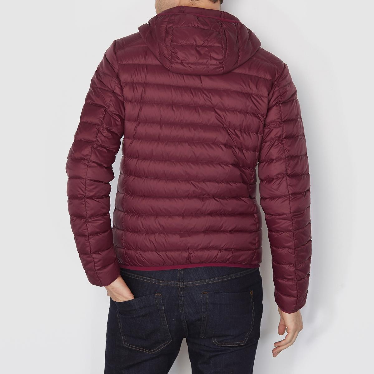 Куртка стеганая тонкая с натуральным наполнителемТонкая стеганая куртка с капюшоном. Застежка на молнию спереди. 2 кармана по бокам.                                                    Состав и описание                                      Материал :  100% переработанного полиэстера                                      Марка : R essentiel                                                                              Уход                                      Машинная стирка  : при 30 °C                                      Сушка : машинная сушка запрещена                                       Глажка: не гладить<br><br>Цвет: бордовый,зеленый,темно-синий<br>Размер: L.3XL.L.XXL.XS.M.XL.XXL.3XL