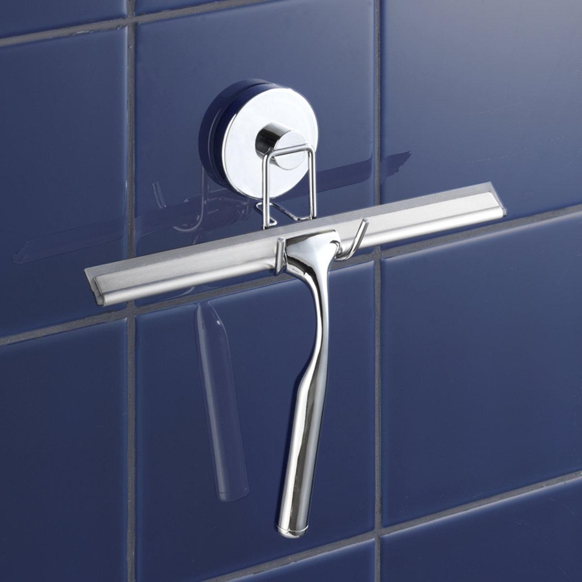 Скребок для перегородки ванной комнатыСкребок для перегородки ванной комнаты крепится к гладкой поверхности. Хромированная сталь. Очень практичный аксессуар для ванной.  Система Vacuum- Loc: Крепление без саморезов, болтов и сверления. Воздух всасывается с помощью маленького насоса. Таким образом, изделие прочно и надолго крепится к поверхностям, закрытым от проникновения воздуха. Можно снимать и снова крепить его, не оставляя следов.Размеры скребка:25 x 23 x 6,5 см<br><br>Цвет: серебристый