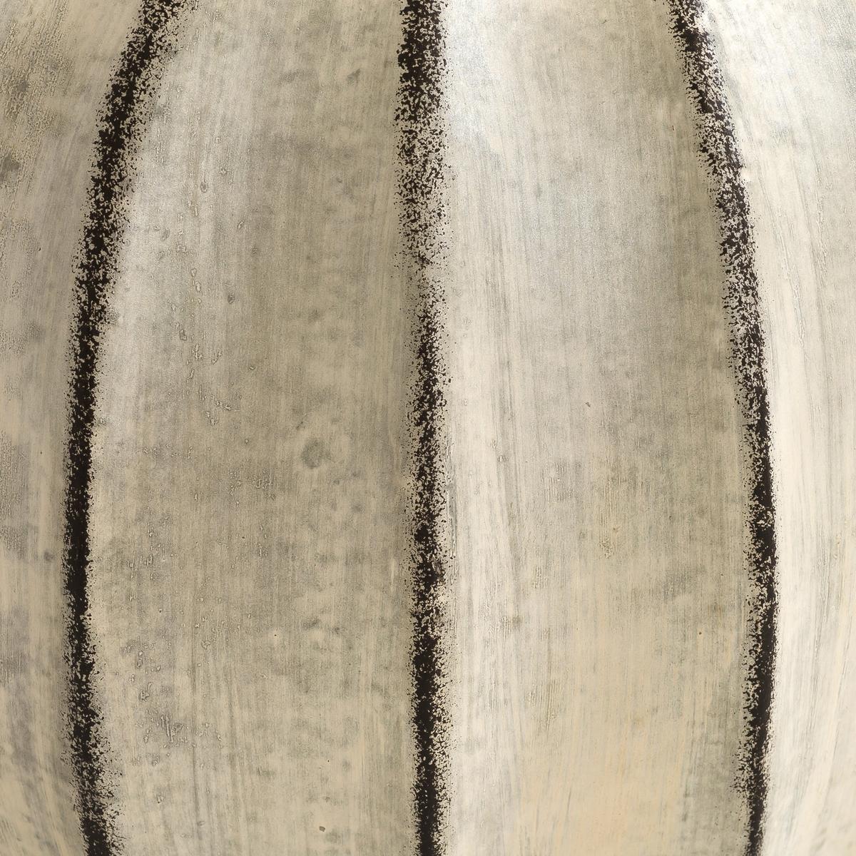 Ваза терракотовая Oren, малаяХарактеристики: : - Из терракоты, черные выступающие грани, эффект старения .Размеры : - Диаметр 30 x Выс. 30 см<br><br>Цвет: серый