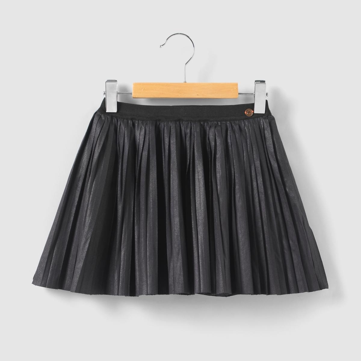 Юбка плиссированная, 3-14 летПлиссированная юбка с эластичным поясом. Эмблема IKKS медного цвета на поясе.Состав и описание : Материал       87% полиэстера, 13% эластанаДлина    выше коленМарка IKKS Junior  Уход :Машинная стирка при 30°C с вещами подобных цветов.Стирать, предварительно вывернув наизнанку.Машинная сушка запрещена.Не гладить.<br><br>Цвет: черный<br>Размер: 10 лет - 138 см.8 лет - 126 см.4 года - 102 см