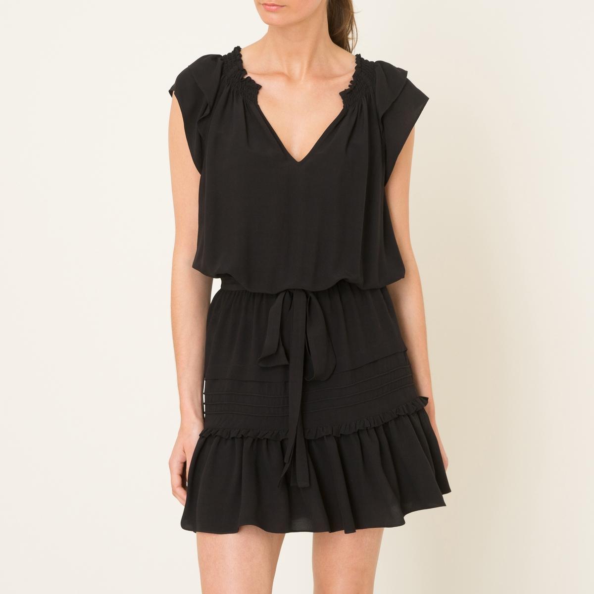 Платье LINIПлатье объемное BA&amp;SH - модель LINI из смесового шелка. V-образный вырез. Короткие рукава с воланами. Ремешок  с завязками и эластичный пояс . Сборки и воланы на юбке .Состав и описание    Материал : 60% вискозы, 40% шелка   Марка : BA&amp;SH<br><br>Цвет: черный