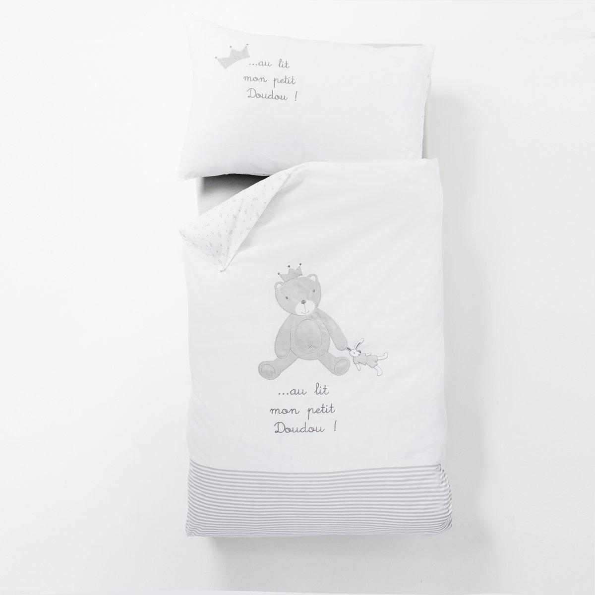 Комплект постельного белья Au lit mon petit doudouПододеяльник и прямоугольная наволочка Au lit mon petit doudou для малышей, 100% хлопка. Мягкость и нежность ткани, очаровательный медвежонок. Характеристики:100% хлопка, 57 нитей/см?. Клапан для заправки под матрас.Машинная стирка при 60°.Размеры комплекта:Размер пододеяльника: 80 x 120 см. Размер наволочки: 40 x 60 см. Весь комплект постельного белья вы можете найти на нашем сайте laredoute.ru. В целях безопасности не рекомендуется использовать одеяла и подушки для детей до 18 месяцев.<br><br>Цвет: белый/ серый