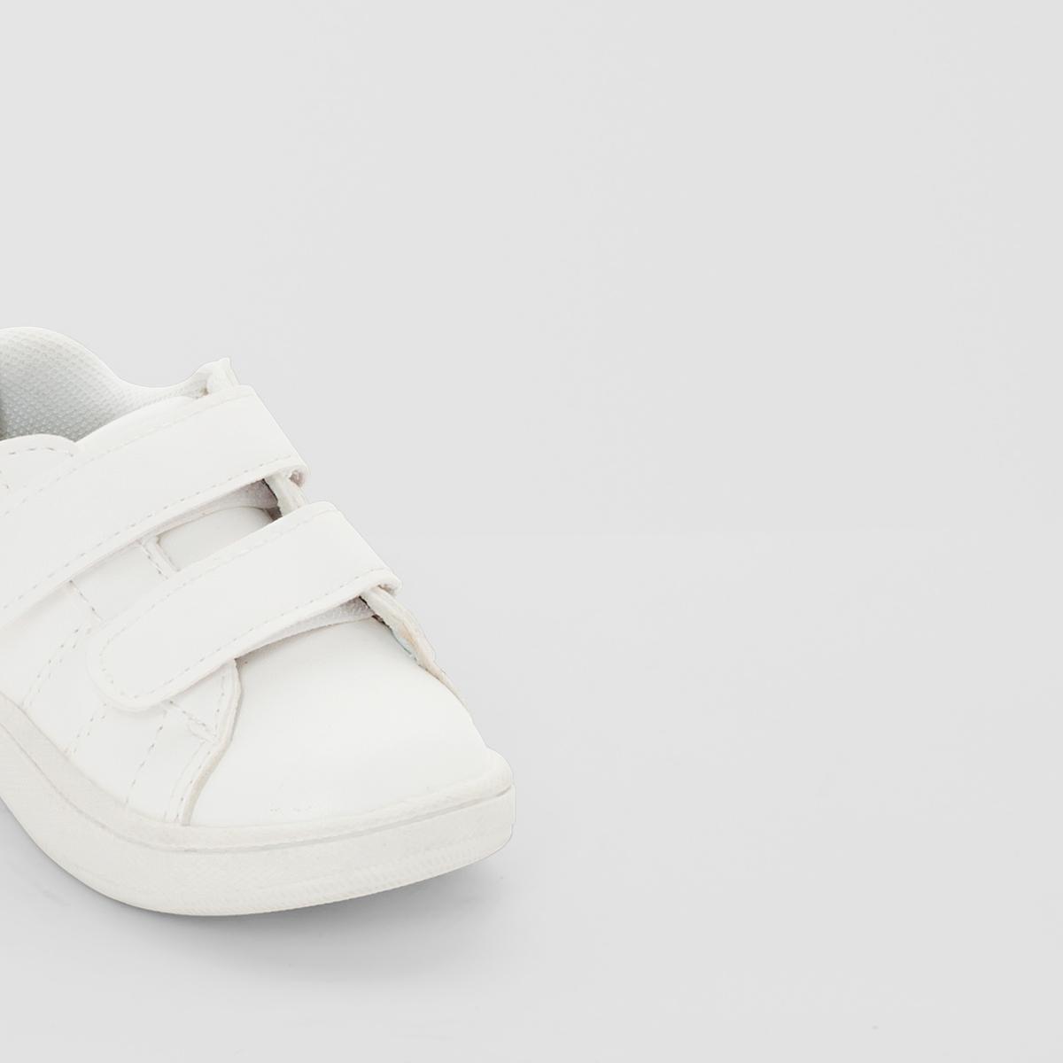 Кеды синтетическиеДетали  •  Спортивный стиль •  Плоский каблук •  Застежка : планка-велкроСостав и уход  •  Верх 100% полиуретан •  Подкладка 100% хлопок<br><br>Цвет: белый<br>Размер: 22.21.23.24.19.25