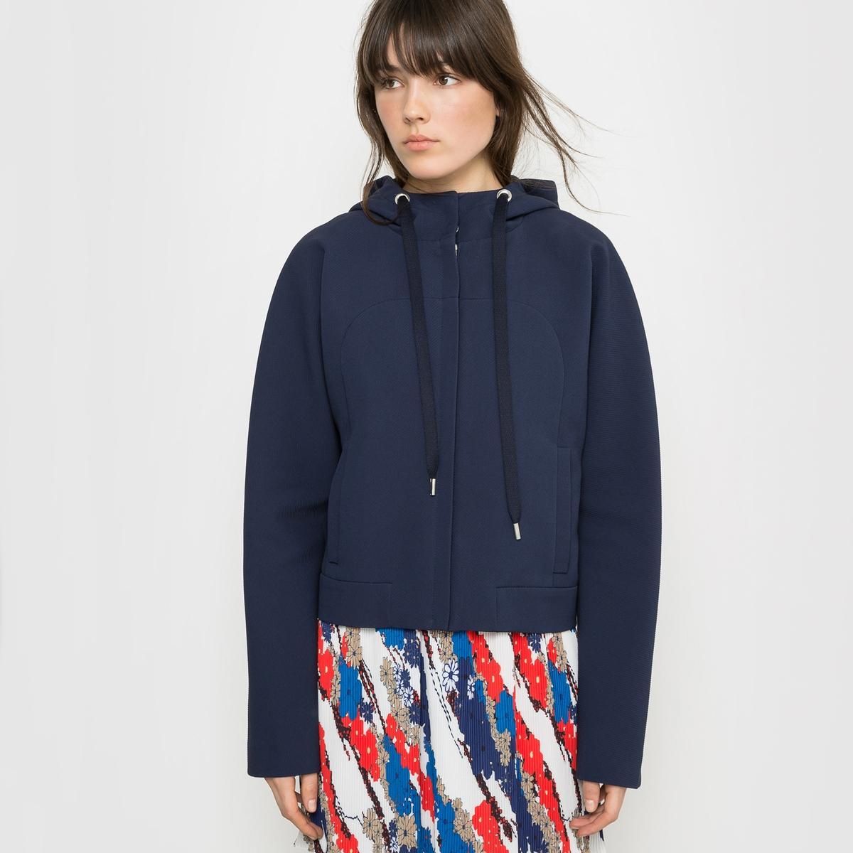 Блузон с капюшономДом моды Carven предложил каталогу La Redoute коллекцию Весна-Лето, зовущую в путешествия. Взяв за образец стиль униформы стюардессы, придуманный г-жой Карвен в 60-х годах, дизайнеры Алексис Марсьяль и Андриян Кайядо вдохнули лёгкость в эту яркую коллекцию.Силуэты одежды характеризуются элегантностью и раскованностью.<br><br>Цвет: темно-синий<br>Размер: 44 (FR) - 50 (RUS)