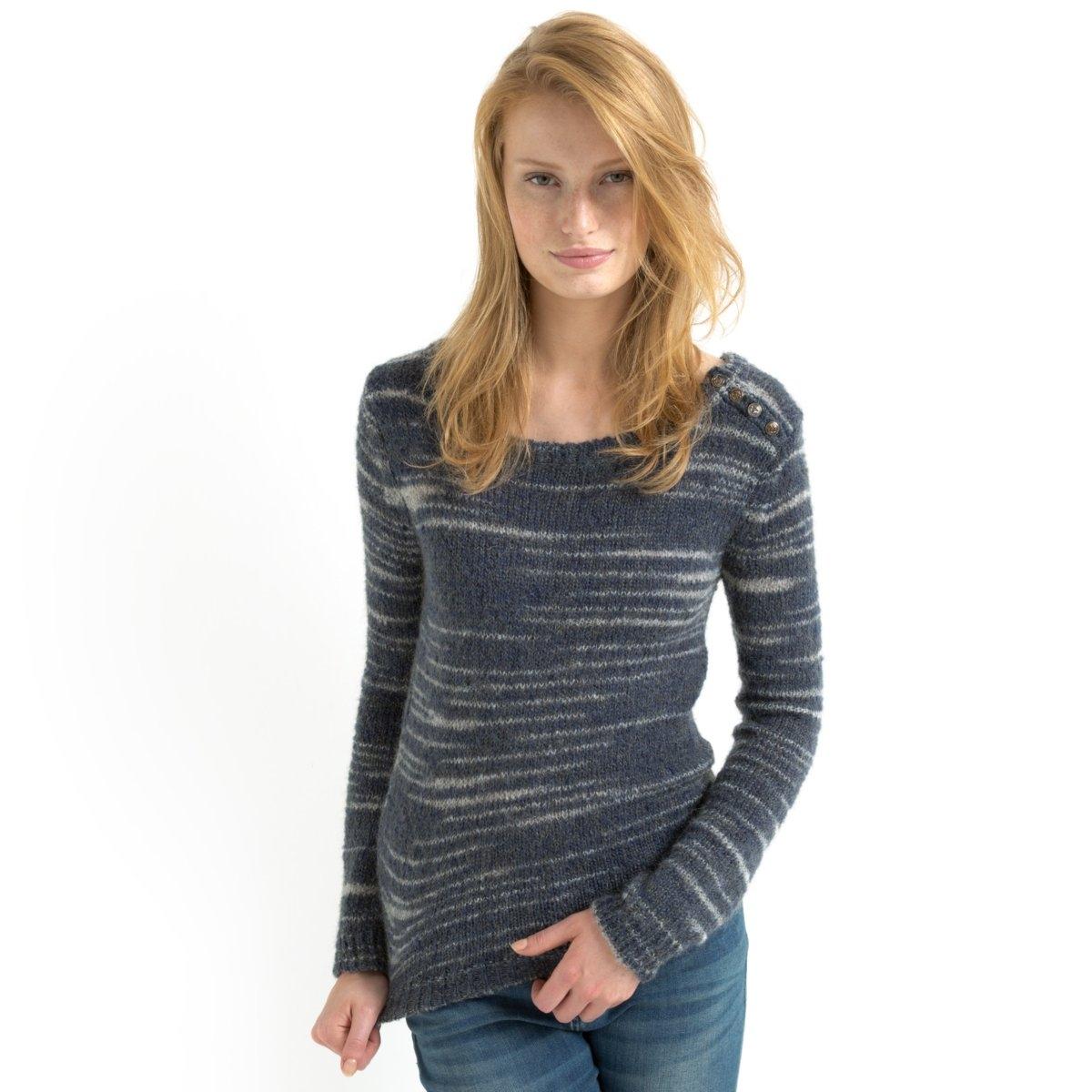 Пуловер в полоску с пуговицамиПуловер с беспорядочным узором полоска: 39% полиамида, 37% акрила, 24% мохера. Вырез-лодочка. Пуговицы на плече. Длинные рукава. Края выреза, манжет и низа связаны в рубчик.Длина: 64 см.<br><br>Цвет: сине-серый<br>Размер: 46/48 (FR) - 52/54 (RUS)