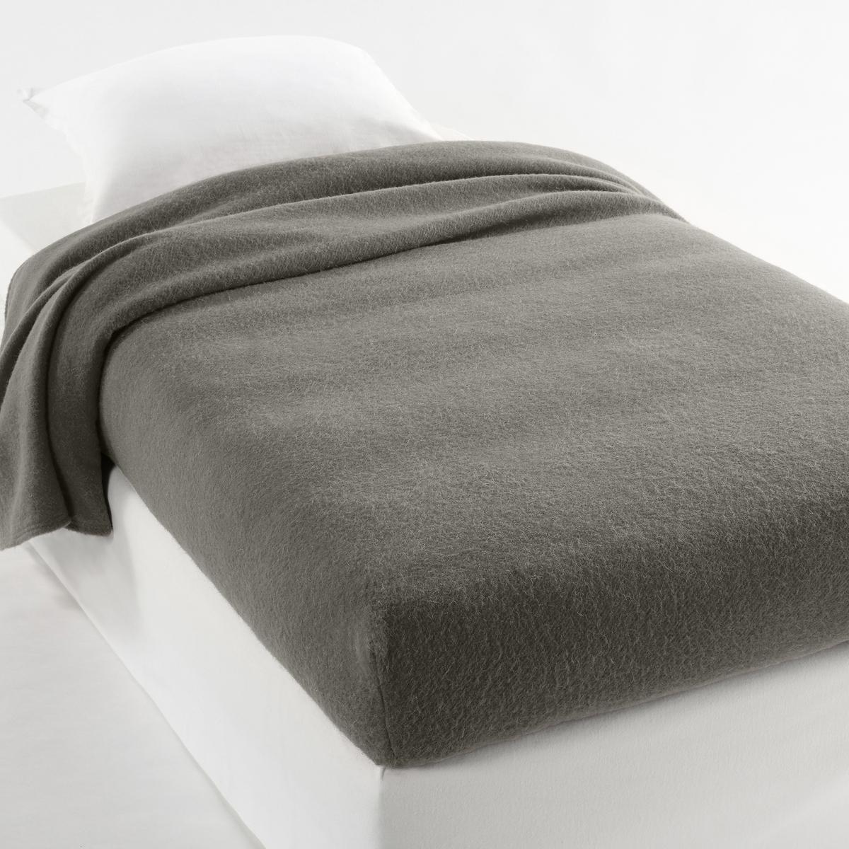 Покрывало, 350 г/м?, 100% шерсть WoolmarkХарактеристики покрывала : 100% овечьей шерсти WoolmarkОтделка широкой каймой, прошитой 4 строчками с разрывом шва на каждом углу для большей прочности.Существует в большом размере для широких или двойных кроватей.Сухая чистка. Сухая чистка..Плюсы изделия.    Плюсы изделия : углы с резинками для простоты застилания кровати.<br><br>Цвет: розовый смородина,серо-коричневый каштан,Серо-синий,серый,слоновая кость<br>Размер: 160 x 200  см