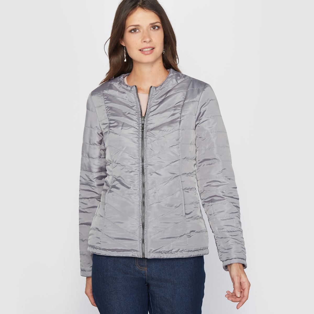Куртка стёганая, лёгкая, двусторонняя, обработанная тефлономКуртка стёганая двусторонняя. Эта стёганая куртка, тонкая и слегка прошитая, Вам просто необходима! Эту двустороннюю куртку Вы можете носить так, как Вам угодно - на стороне с принтом или на однотонной стороне! Прошивка спереди и сзади. Круглый вырез, застёжка на молнию спереди.Приталенный покрой, отрезные детали спереди и сзади. 2 отрезных кармана.Состав и описание:Материал: Ткань из 100% полиамида, обработанная тефлоном.Длина: 62 см.Марка: Anne WeyburnУход:Машинная стирка при 30° в умеренном режиме.Не гладить.<br><br>Цвет: рисунок/фон антрацит