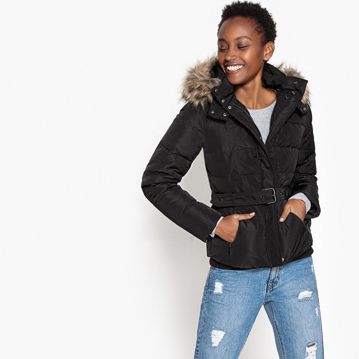 Куртка стеганая короткая с капюшоном и ремешком
