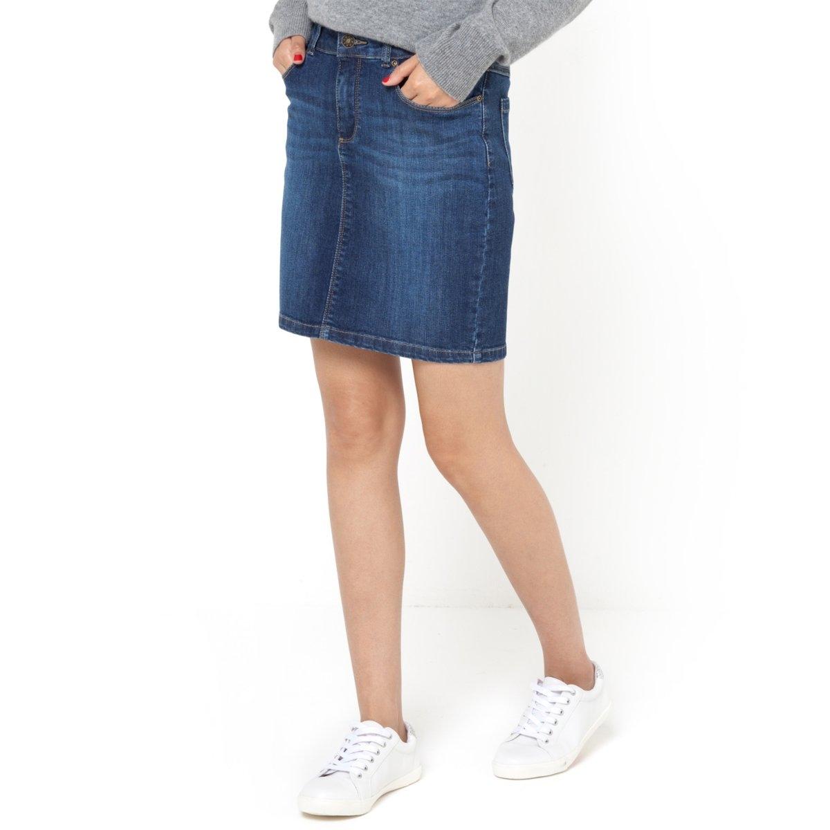 Юбка джинсовая стретчДжинсовая юбка стретч с 5 карманами, 98% хлопока и 2% эластана для максимального комфорта. Пояс со шлевками. Застежка на молнию и пуговицу. Длина 40 см.<br><br>Цвет: синий потертый