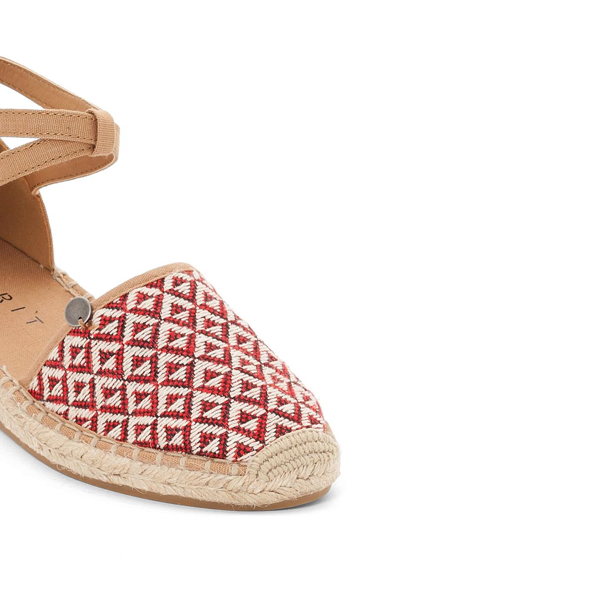 Туфли Ines EthnoВерх: полиэстер.  Стелька: кожа.  Подошва: каучук.Высота каблука: 2 см.Форма каблука: плоский каблук.Мысок: закругленный.Застежка: пряжка.<br><br>Цвет: красный наб. рисунок,рисунок темно-синий