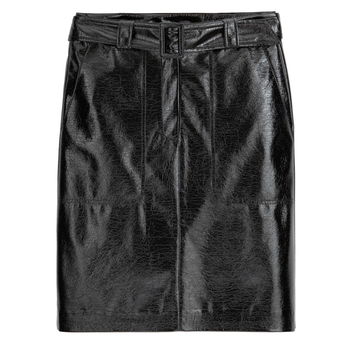 Falda recta y corta de vinilo