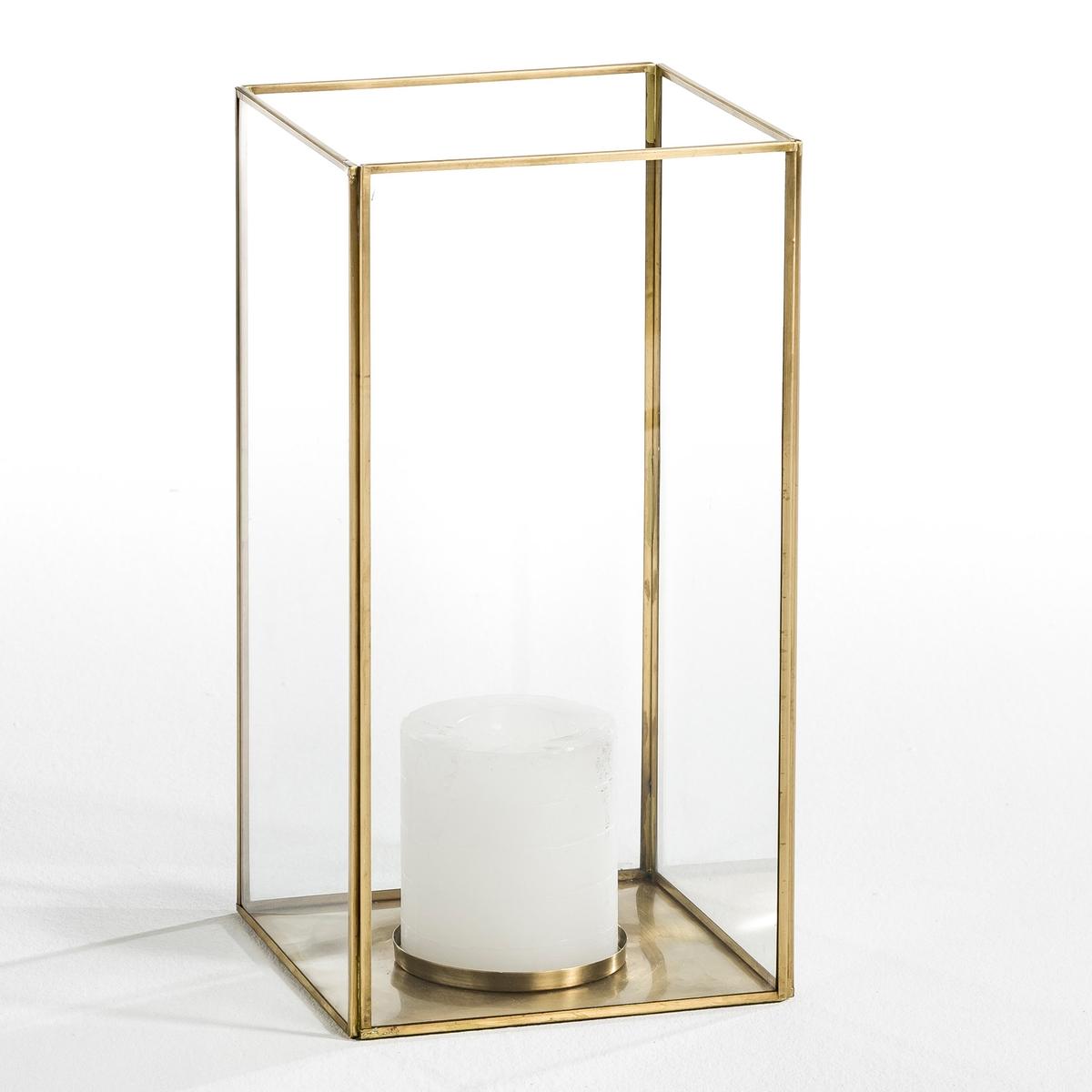 Абажур для свечи Misia, большая модельКаркас из металла с отделкой латунью и стекла толщиной 2 мм. Подходит для свечей диаметром 10 см и высотой 15 см. Размеры: Д.20 см x В.40 x Г.20 см.<br><br>Цвет: латунь