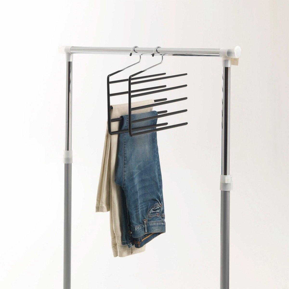 2 вешалки для брюкКомплект из 2 вешалок для брюк из хромированного металла с покрытием из ПВХ. Размеры вешалки для брюк: 34,5 x 34,5 см.<br><br>Цвет: серый хромированный<br>Размер: единый размер