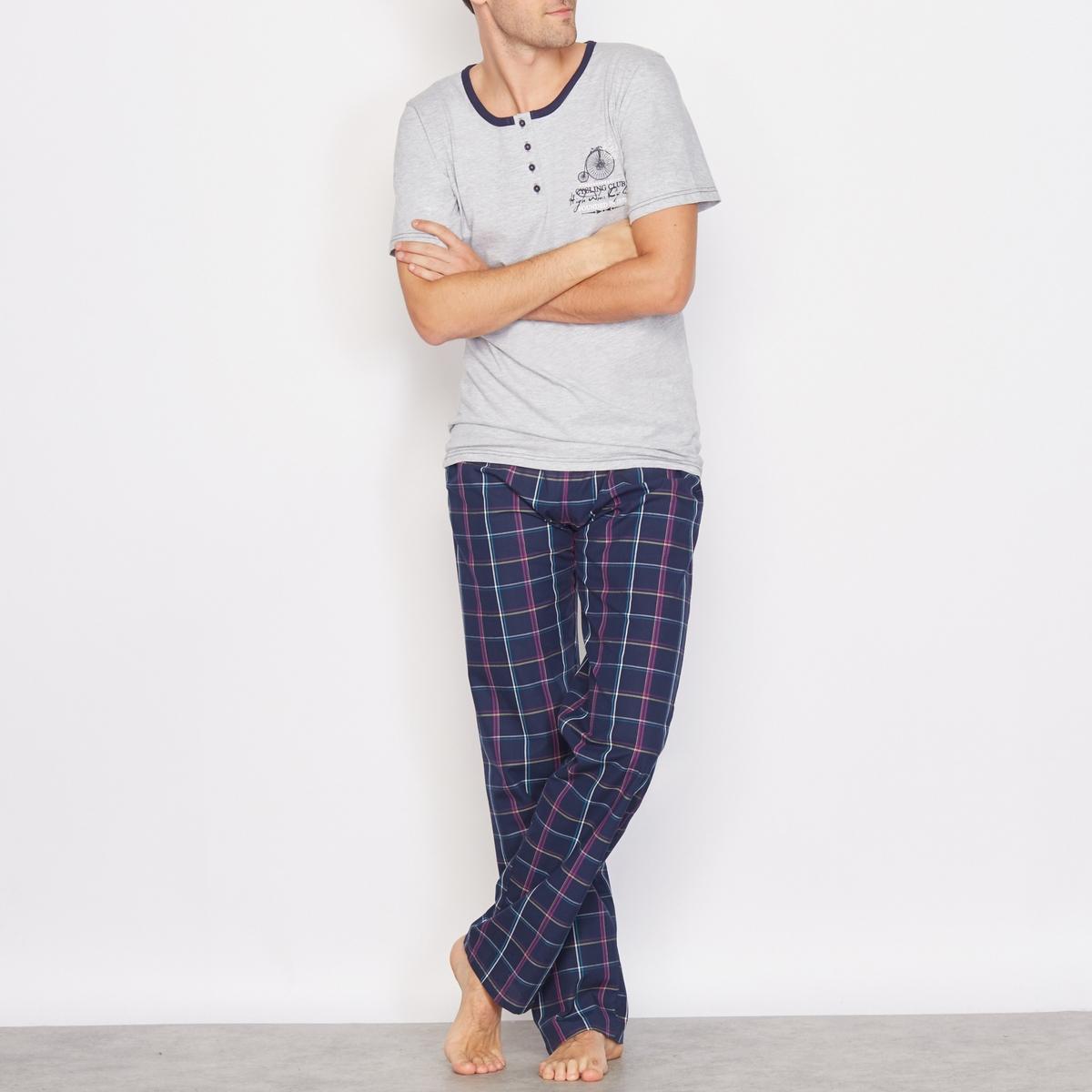 Пижама из двух материаловПижама . Современная и комфортная пижама с очень удачным сочетанием материалов . Футболка из джерси 90% хлопка, 10% полиэстера : короткие рукава, тунисский вырез с 4 пуговицами, принт на груди . Брюки из ткани в клетку 100% хлопка  : эластичный пояс, 2 боковых кармана .<br><br>Цвет: серый меланж