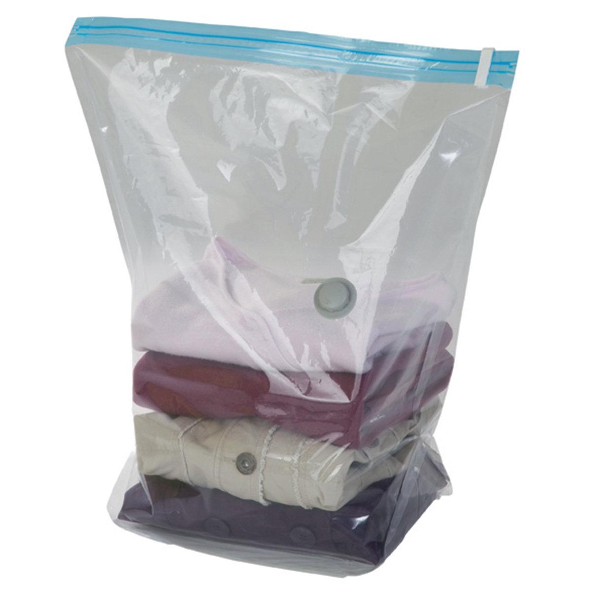 2 чехла вакуумныхКомплект из 2 защитных вакуумных чехлов. Совместимы с любой моделью пылесоса, воздух из чехла откачивается за 30 секунд. Этот вакуумный чехол позволяет на 3/4 сократить пространство для хранения предметов Вашего гардероба: пуловеров, курток...Характеристики защитных вакуумных чехлов:выполнены из прозрачного полиэтилена и акрилового волокна.Имеются крючки для удобного хранения в шкафу и цветной вкладыш для быстрой идентификации.Антивозвратный клапан.Вакуумные чехлы совместимы с любой моделью пылесоса.Размер 1 защитного вакуумного чехла:Разм. Д. 50 x Г. 27 x В. 60 см.<br><br>Цвет: бесцветный<br>Размер: единый размер