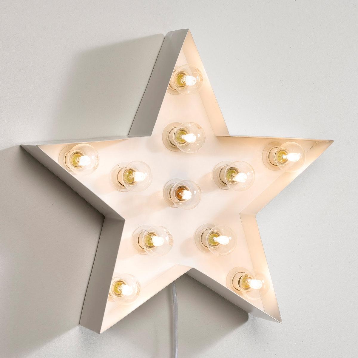 Светильник декоративный, SternaЭтот подвесной светильник в виде звезды подсветит ваши теплые вечера в современном полэтическом стиле, идеальном для Новогодних праздников !Характеристики светильника  Sterna  :Металлический каркас в форме звезды с 5 ответвлениями, покрытыми белой матовой эпоксидной эмалью .11 патронов E14 для лампочек макс 40W (не входят в комплект), энергетический класс A B C D EЭлектрифицированный Шнур питания длиной 1м 50 с выключателем .Не для использования на улицеМожно повесить над камином или на стену .Другие оригинальные предметы декора вы можете найти на сайте laredoute.ru.Размер светильника  Sterna  :50 x 50 x 10 см<br><br>Цвет: белый