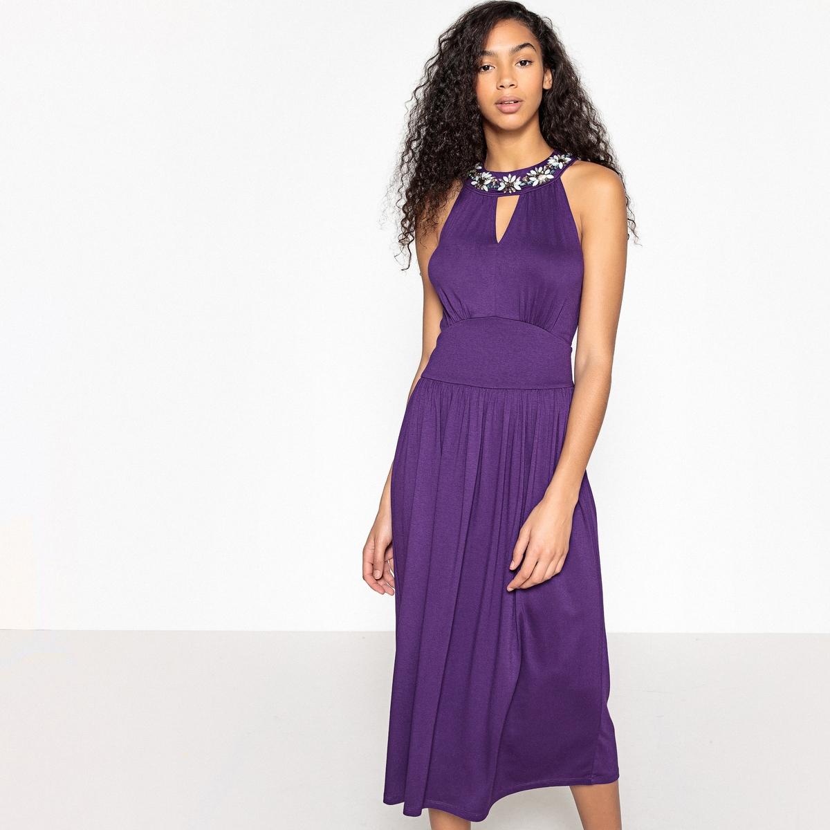 Платье из трикотажа, вырез с украшениями