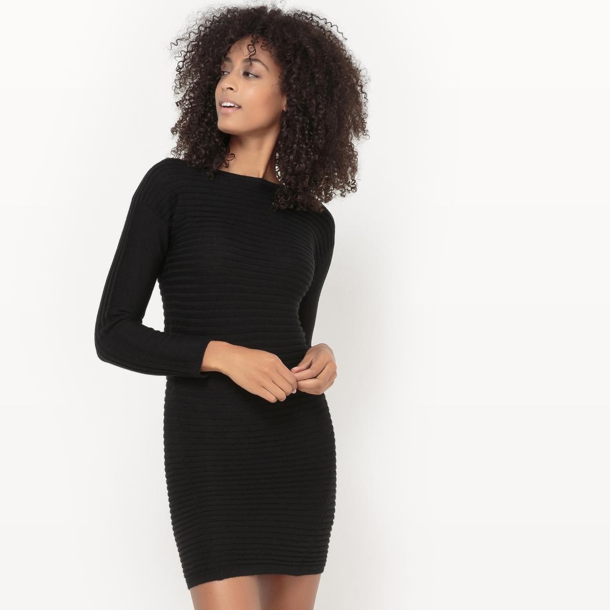 Платье-пуловер.Платье-пуловер из биэластичного трикотажа. Длинные рукава. Круглый вырез. Вязка в двух направлениях. Состав и описаниеМатериалы : 50% акрила, 50% шерстиМарка : Sud ExpressМодель : RomwellУходСледуйте рекомендациям по уходу, указанным на этикетке изделия.<br><br>Цвет: черный<br>Размер: S.M