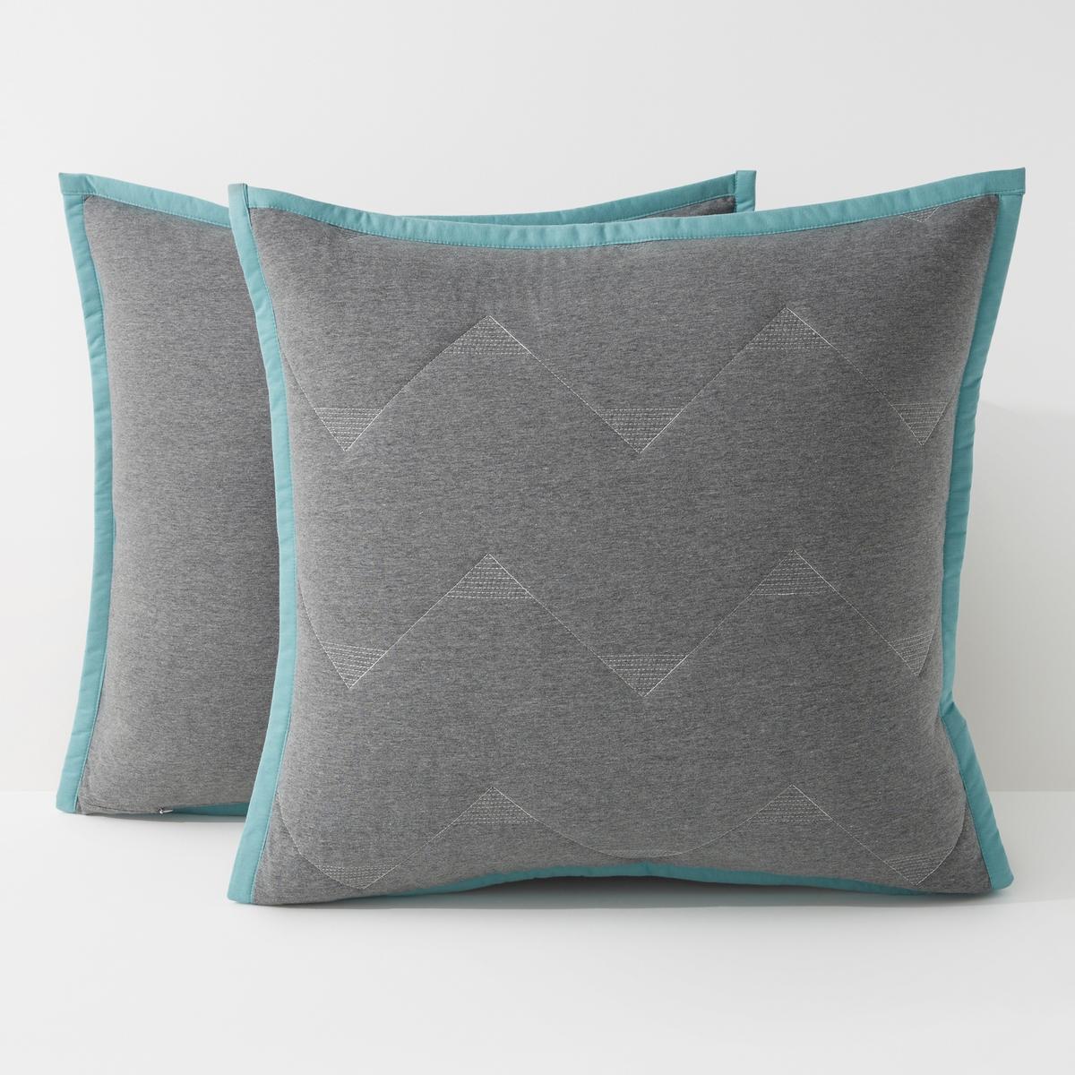 Чехол-наволочка, MALM?Стеганый чехол-наволочка Malm?. Комфортный стеганый чехол-наволочка с красивой отделкой контрастной бейкой украсит Вашу кровать или диван.Характеристики чехла на подушку / наволочки Malm? :Джерси 60% хлопка, 40% полиэстера.Потайная застежка на молнию в тон.- 1 сторона стёганая, 2ая сторона - из однотонной ткани.- Стёжка в форме треугольников.Наполнитель 100% полиэстер 120 г/м?- Отделка контрастной каймой.Уход: : Машинная стирка при 40 °С.Размеры чехла-наволочки Malm? :40 x 40 см63 x 63 см Всю коллекцию Malm? Вы найдете на laredoute.ruЗнак Oeko-Tex® гарантирует, что товары прошли проверку и были изготовлены без применения вредных для здоровья человека веществ.<br><br>Цвет: серый/сине-бирюзовый<br>Размер: 40 x 40  см.63 x 63  см