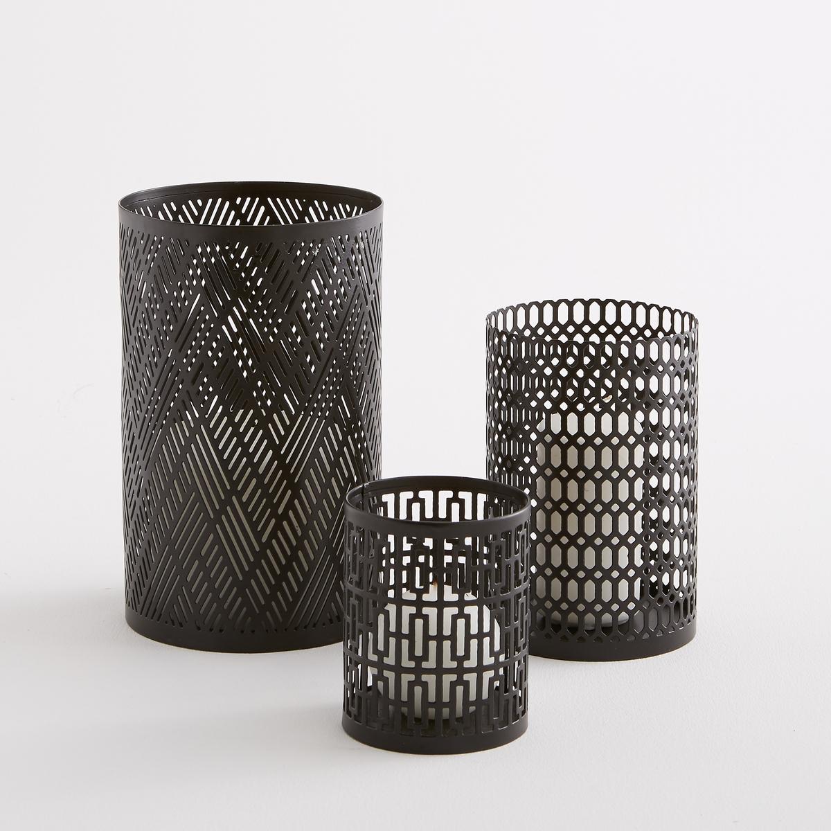 Лампа металлическая, Bataglia (3 шт)3 лампы из металла разного размера Bataglia . Из тонко перфорированного металла для красивого пропускания света от свечи .Характеристики : - Из перфорированного металла - Для плоской свечи ? 4 см (не входит в комплект)Размеры : - ?8 x H10 см- ?10 x H15 см- ?12,5 x H20 см<br><br>Цвет: черный