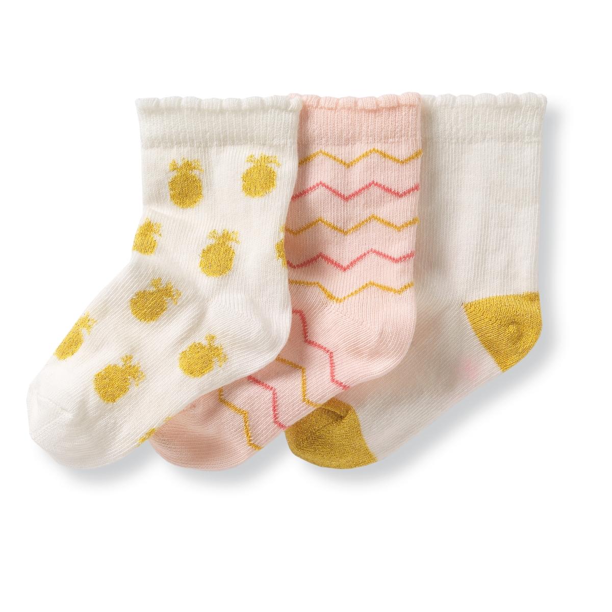 Комплект из 3 пар носков, 1 мес. - 3 года3 пары носков : 1 пара однотонных носков, 1 пара носков в полоску и 1 пара носков с рисунком Состав и описание :Материал          носки с рисунком  : 78% хлопка, 21% полиамида, 1% эластана                      однотонные носки : 75% хлопка, 21% полиамида, 3% других волокон,                      1% эластана Марка          R miniУход :Машинная стирка при 30 °C Стирать, предварительно вывернув на изнанкуМашинная сушка запрещенаНе гладить<br><br>Цвет: экрю + розовый<br>Размер: 23/26