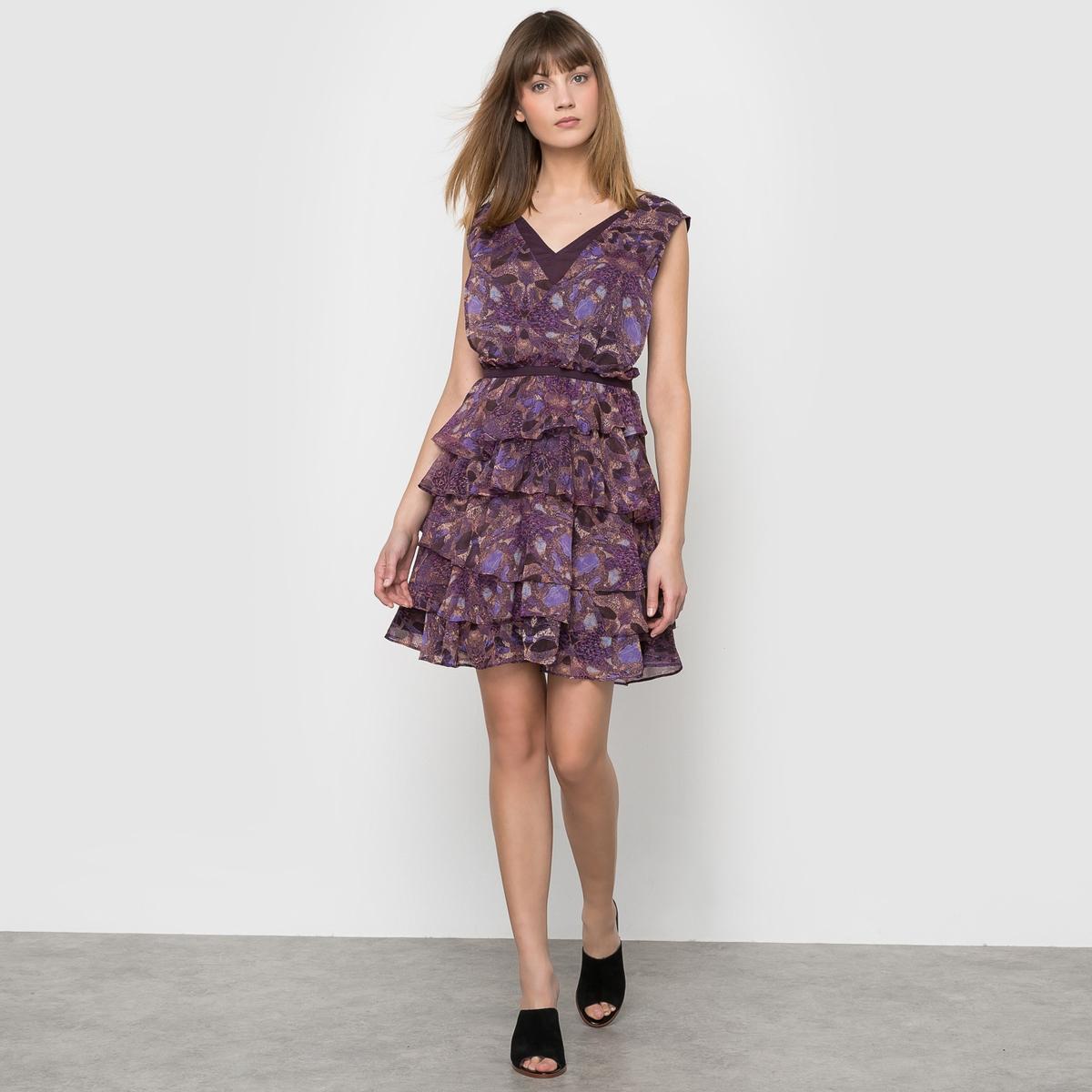 Платье с воланами и рисунком
